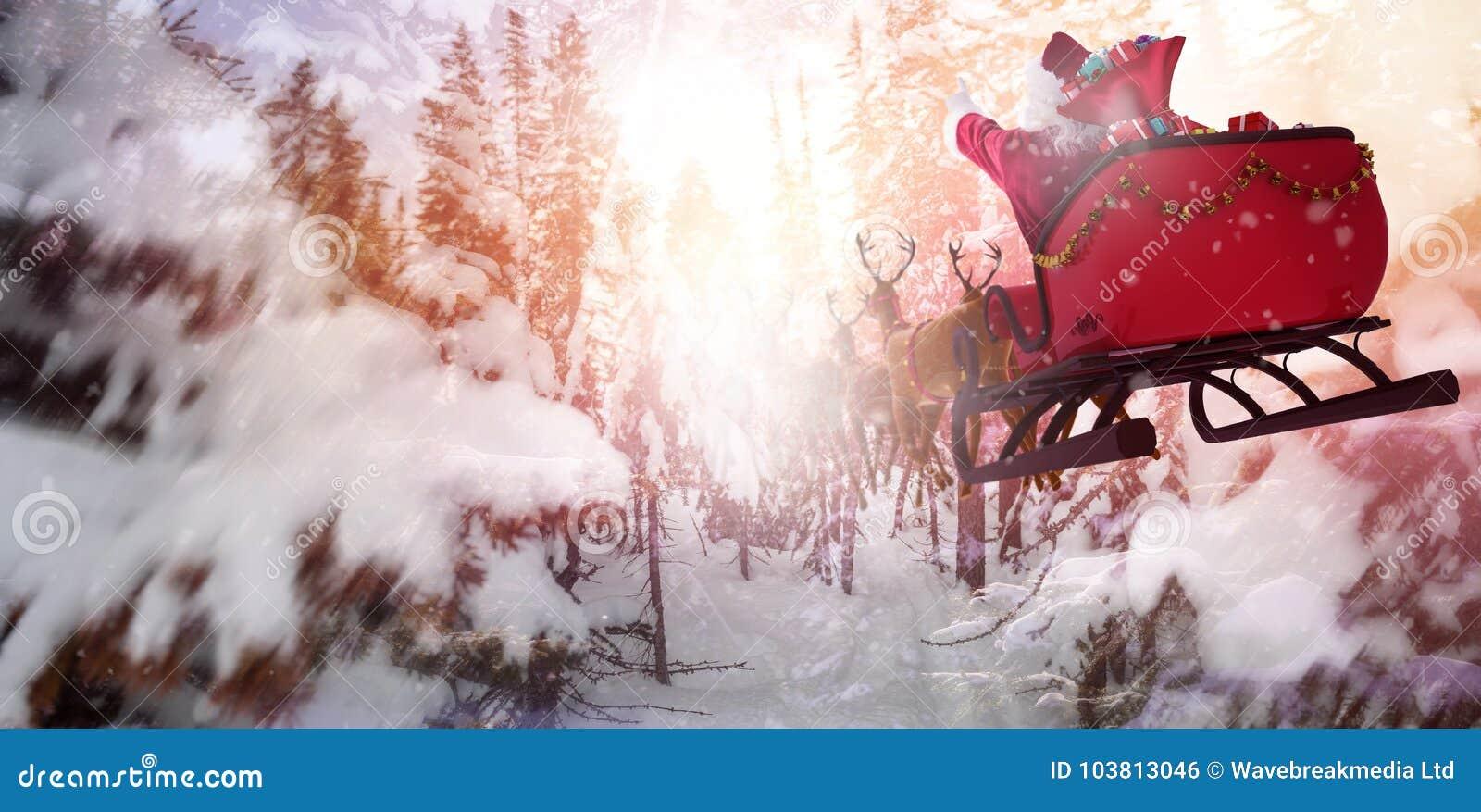 Zusammengesetztes Bild von defocused von Weihnachtsbaumlichtern und -kamin
