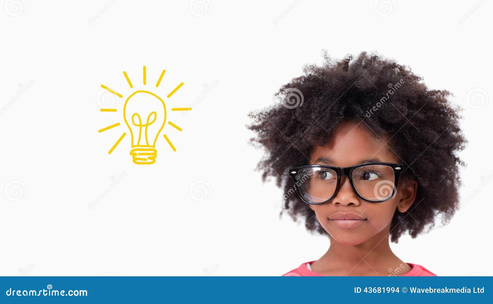 Zusammengesetztes Bild von tragenden Gläsern des netten Schülers