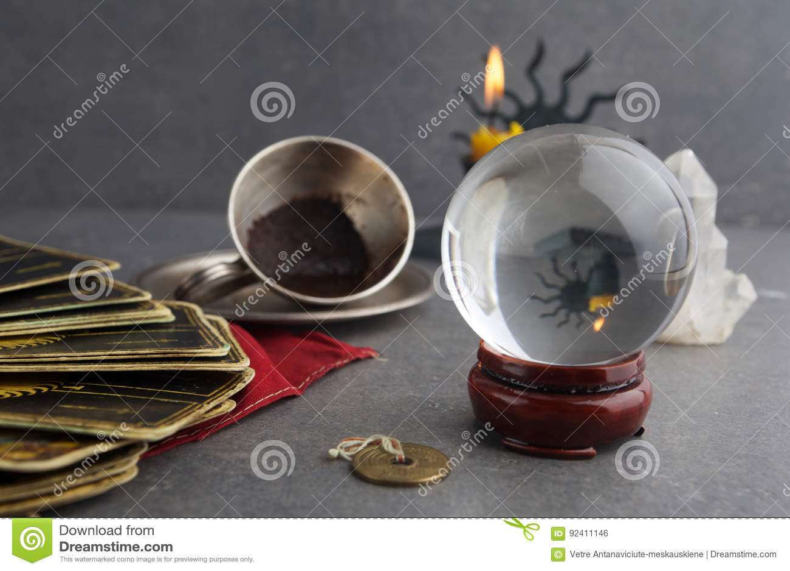 Zusammensetzung von geheimen Gegenständen, benutzt für das Heilen und die Wahrsagen