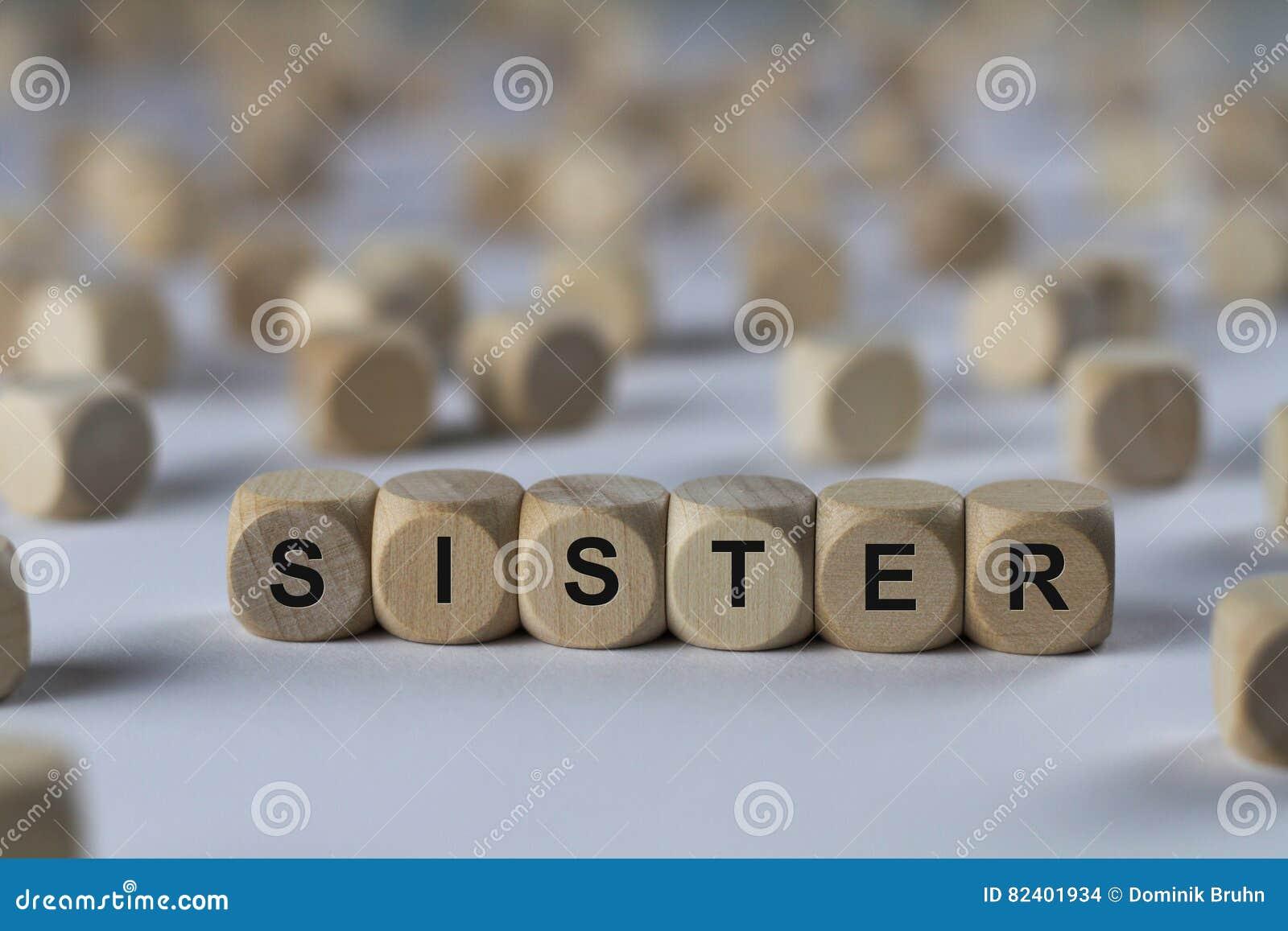Kast Houten Kubussen : Zuster kubus met brieven teken met houten kubussen stock foto