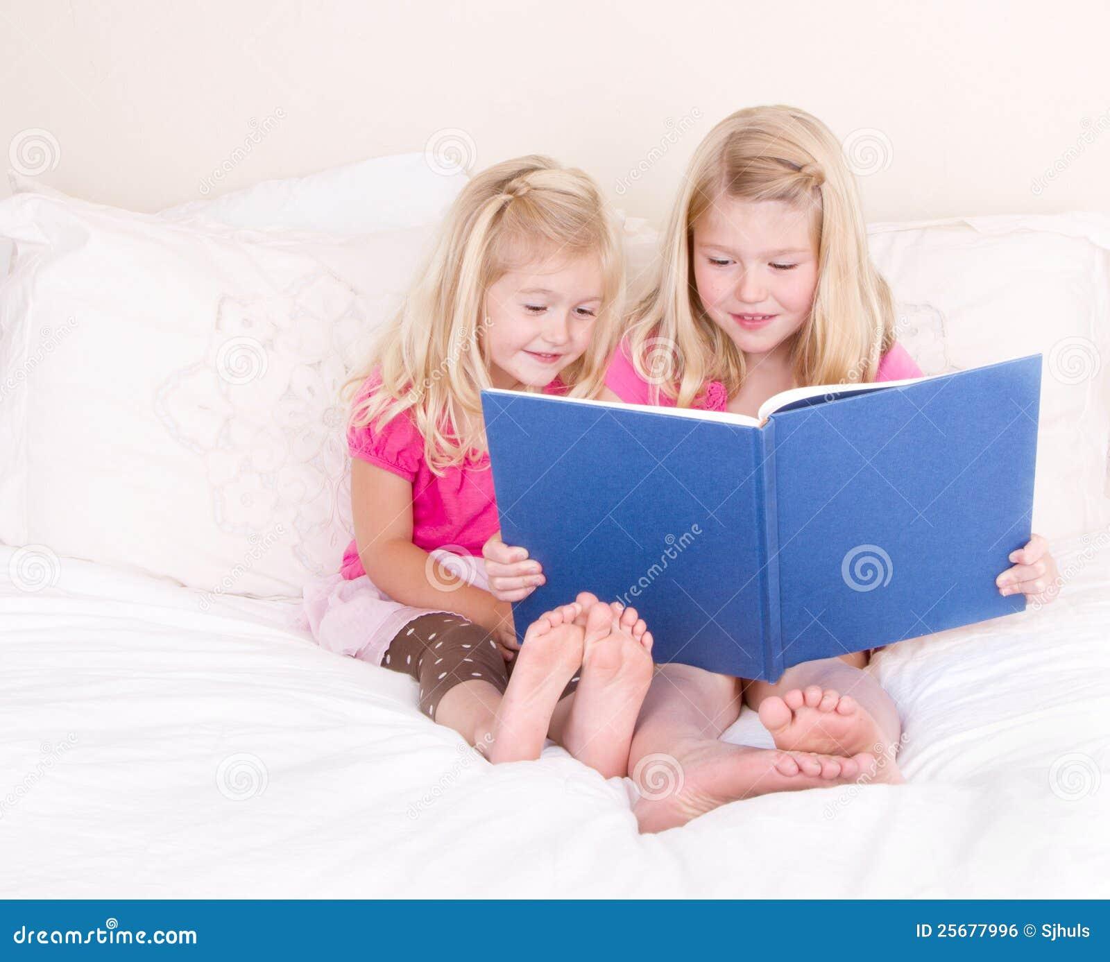 Zusters die boek lezen