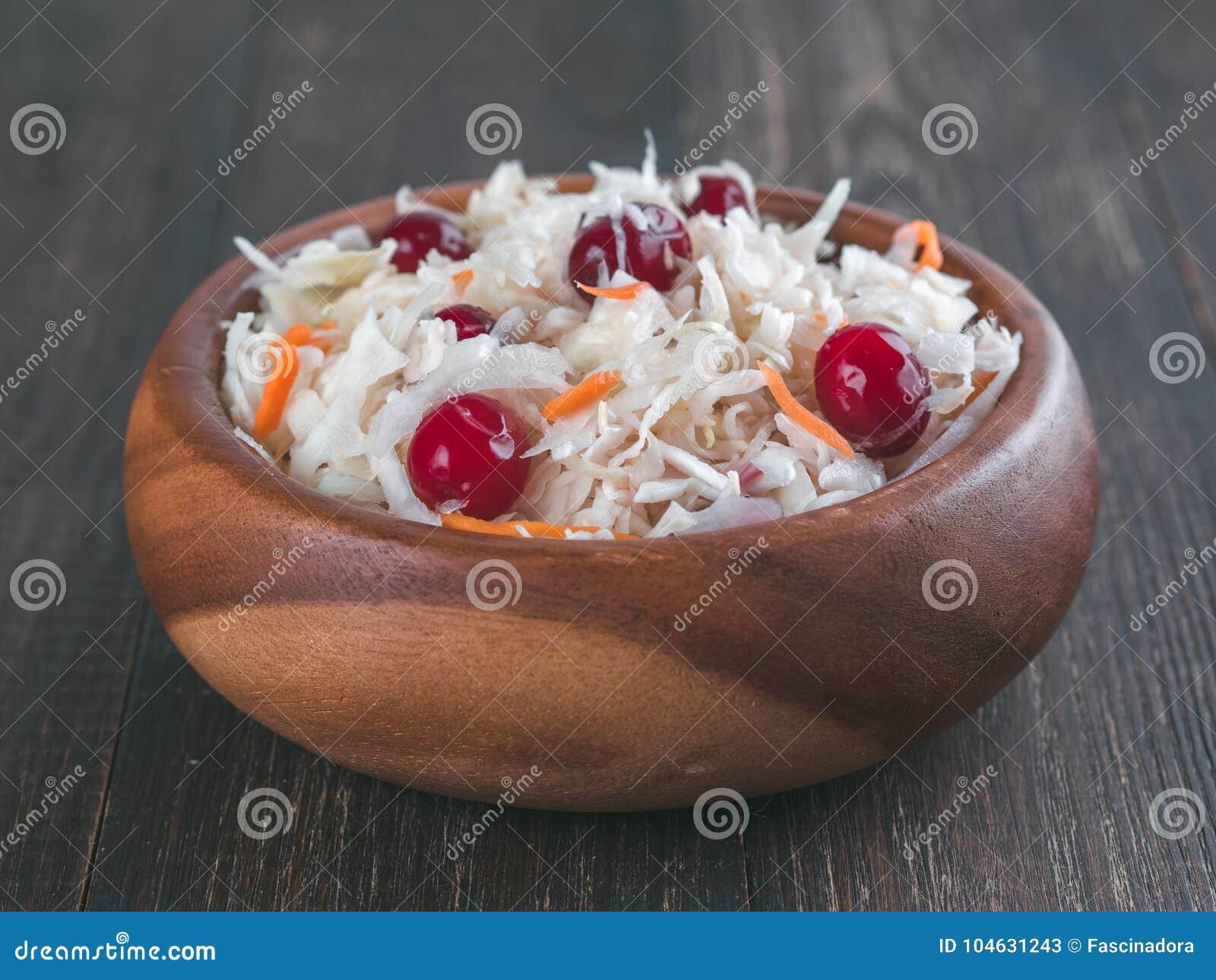 Download Zuurkool Met Amerikaanse Veenbes En Wortel Stock Afbeelding - Afbeelding bestaande uit ingelegd, cranberry: 104631243