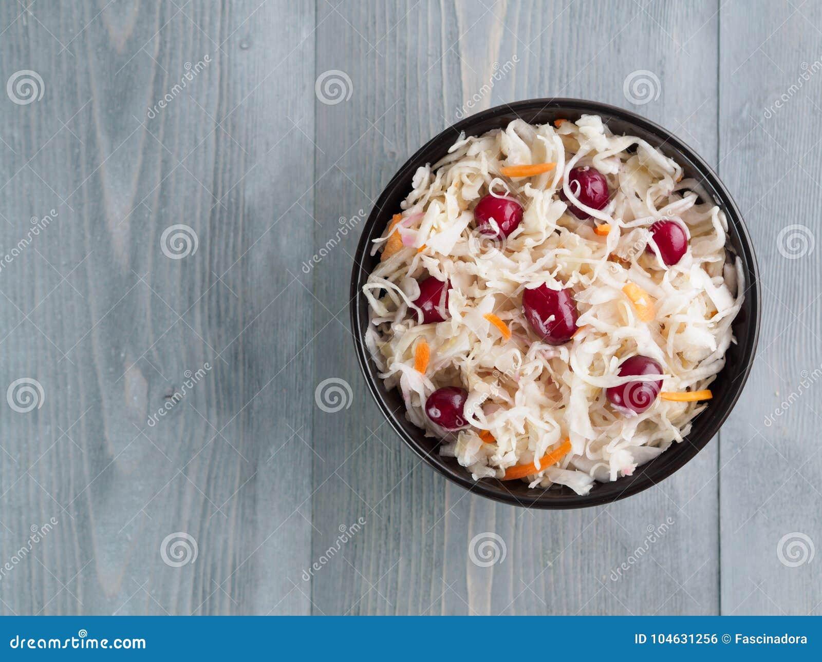 Download Zuurkool Met Amerikaanse Veenbes En Wortel Stock Foto - Afbeelding bestaande uit hierboven, cuisine: 104631256