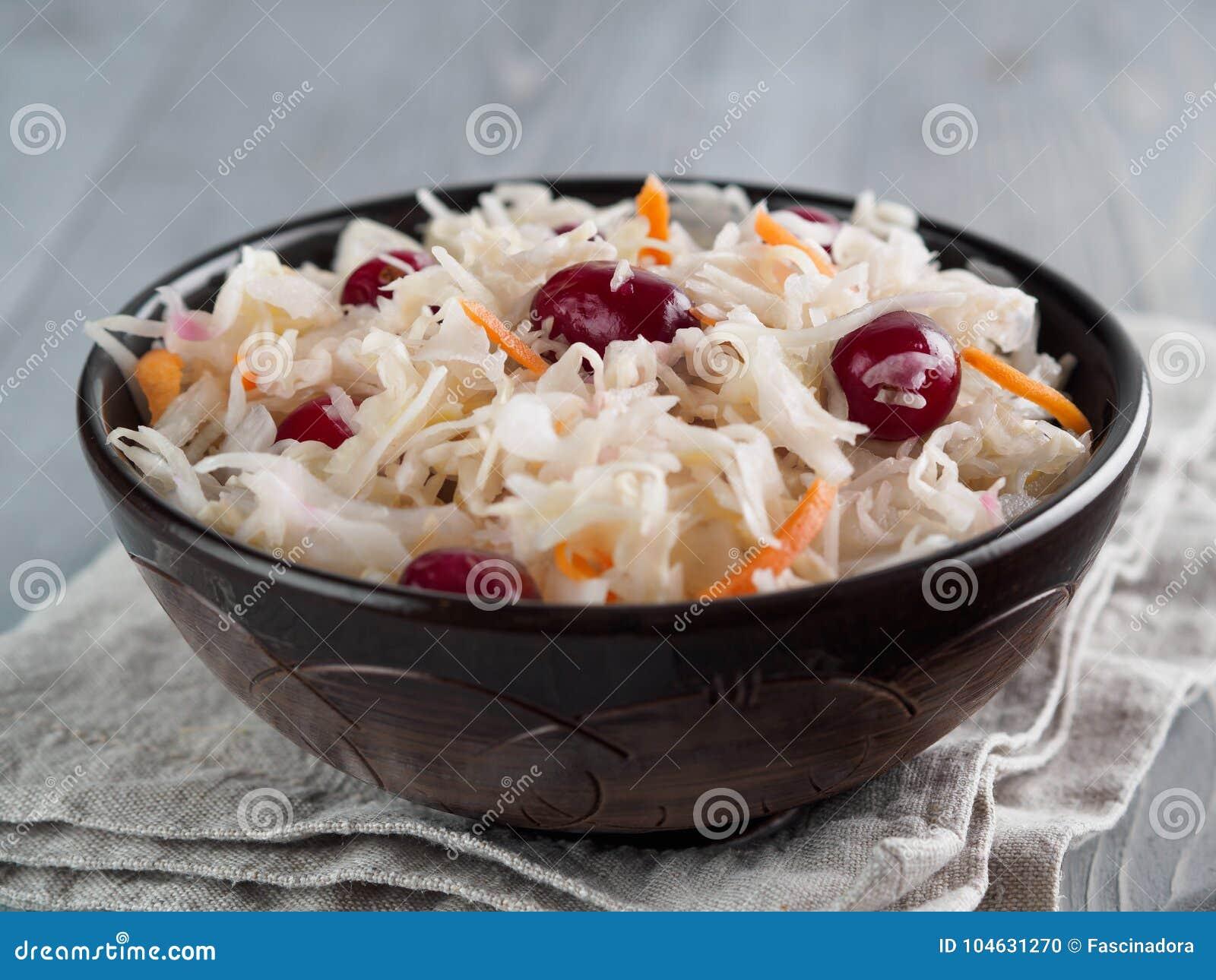 Download Zuurkool Met Amerikaanse Veenbes En Wortel Stock Foto - Afbeelding bestaande uit vers, heerlijk: 104631270