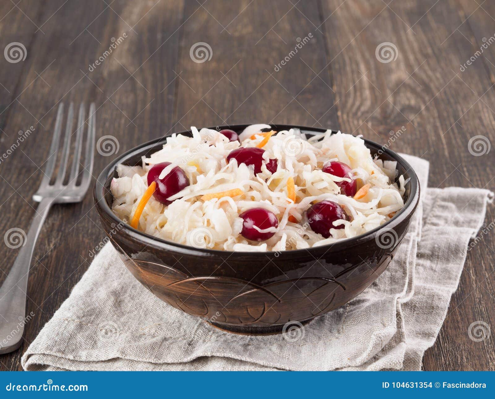 Download Zuurkool Met Amerikaanse Veenbes En Wortel Stock Foto - Afbeelding bestaande uit ingrediënt, eigengemaakt: 104631354