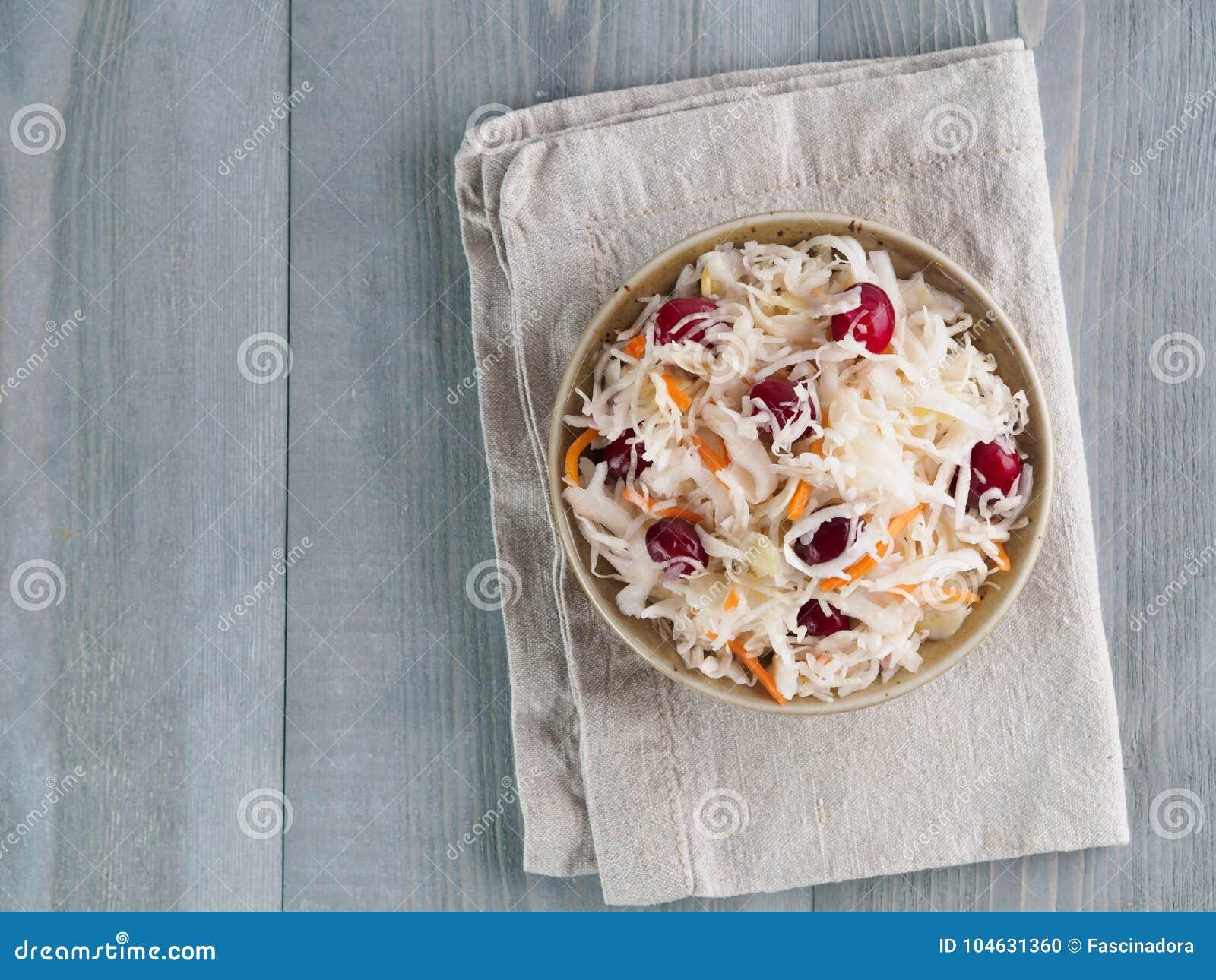 Download Zuurkool Met Amerikaanse Veenbes En Wortel Stock Foto - Afbeelding bestaande uit kool, gemarineerd: 104631360