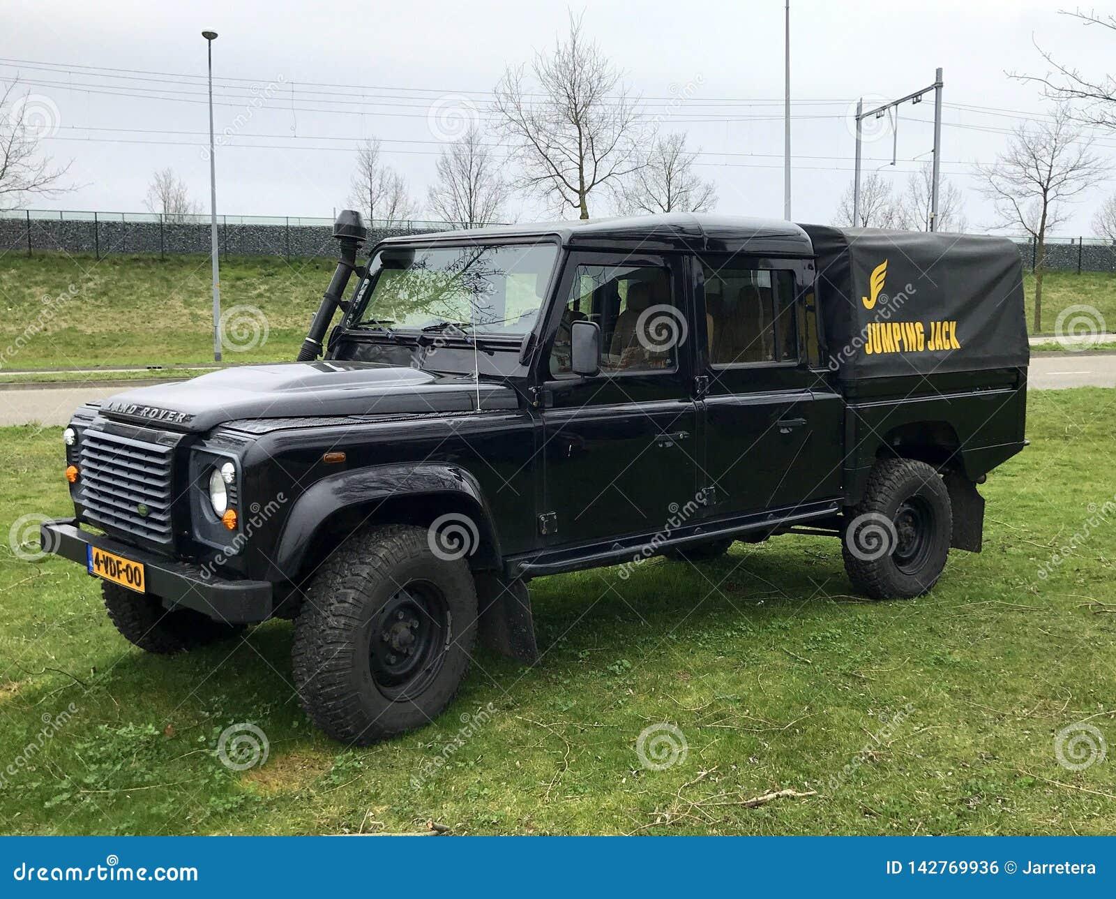 Zwart Land Rover Defender 130 Kropcabine