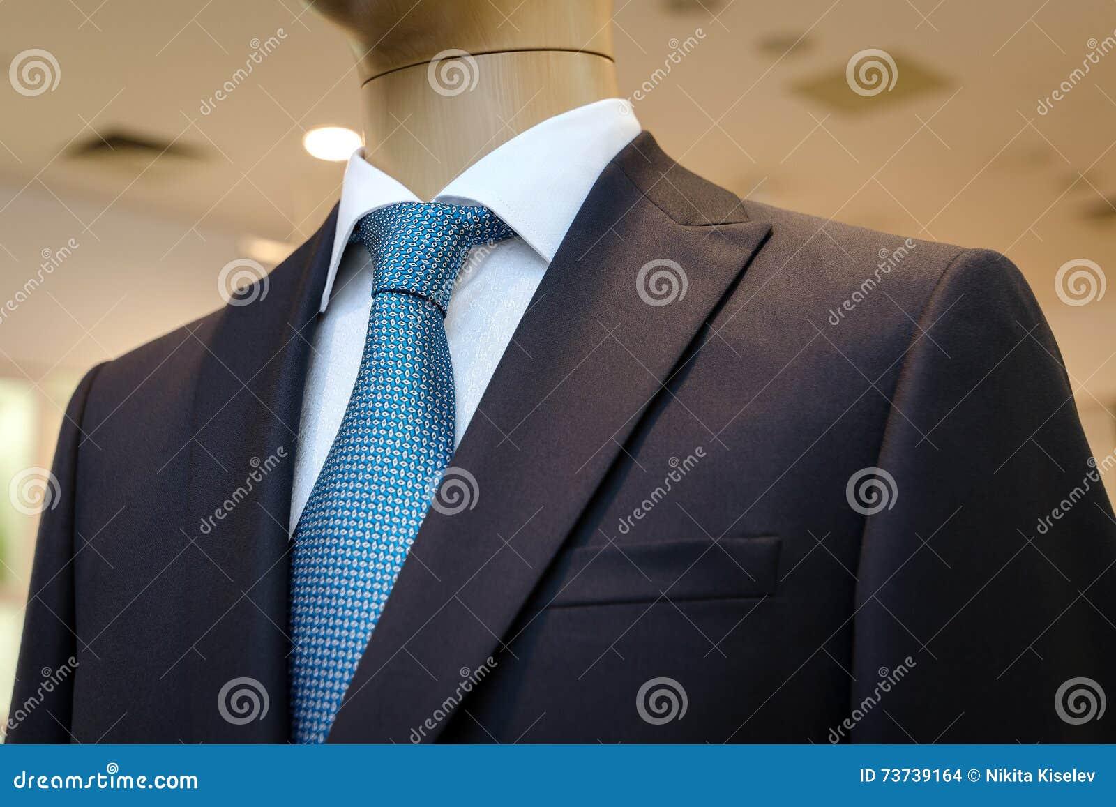 Overhemd Voor Pak.Zwart Pak Met Een Wit Overhemd En Met Een Blauwe Band In Tekening
