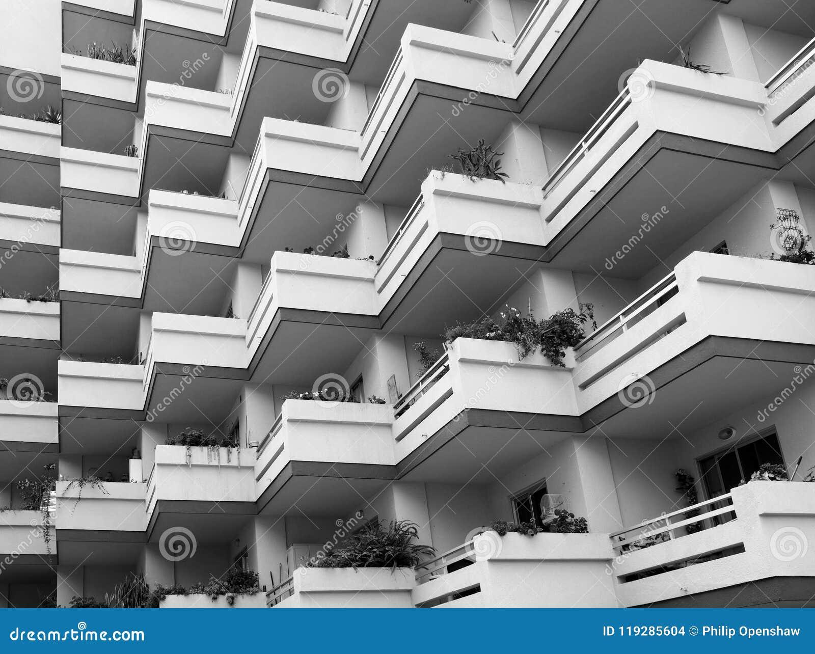 Betere Zwart-wit Beeld Van Het Herhalen Van Balkons Bij Het Grote Moderne HL-23