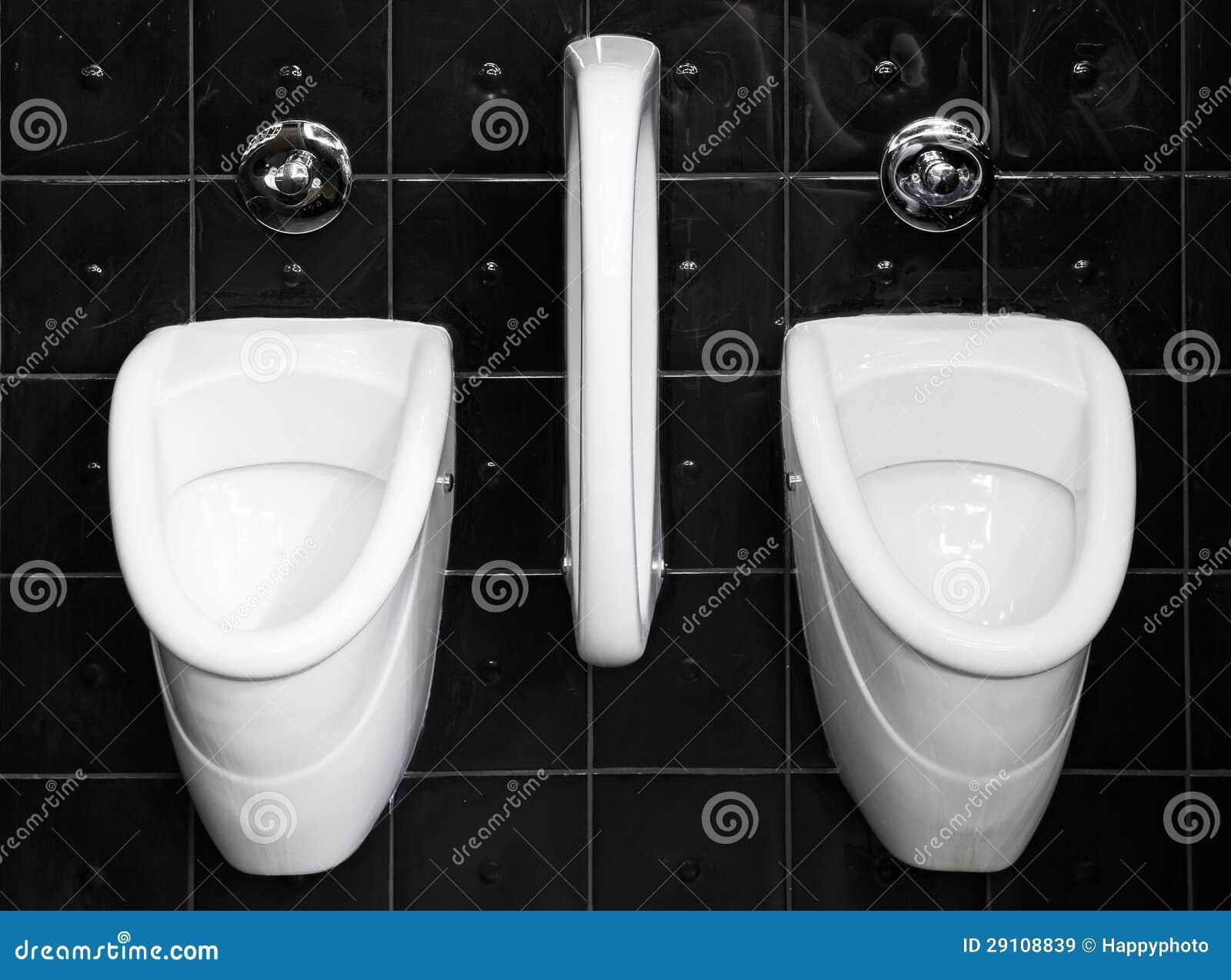 Zwart wit openbaar toilet stock afbeelding afbeelding bestaande