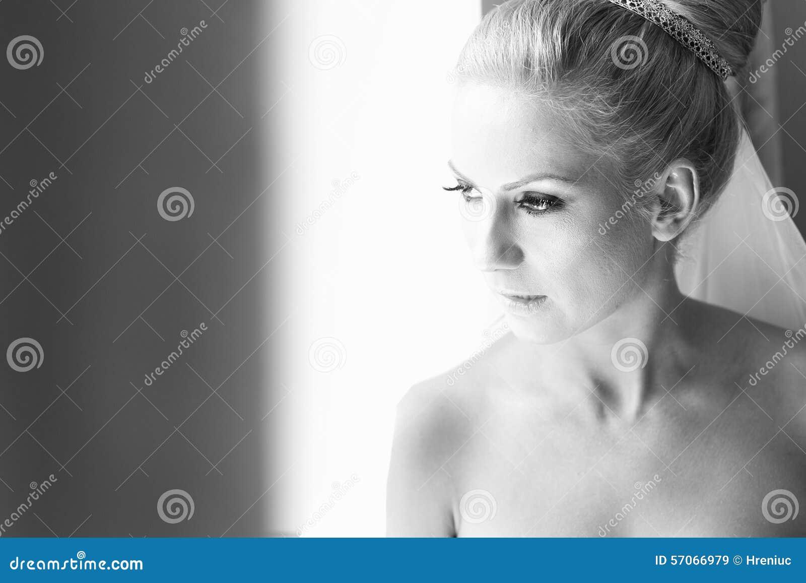 Zwart-wit portret van een bruid