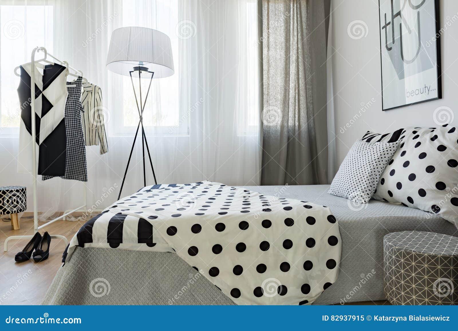 Zwart-wit Slaapkamer` S Decor Stock Afbeelding - Afbeelding ...