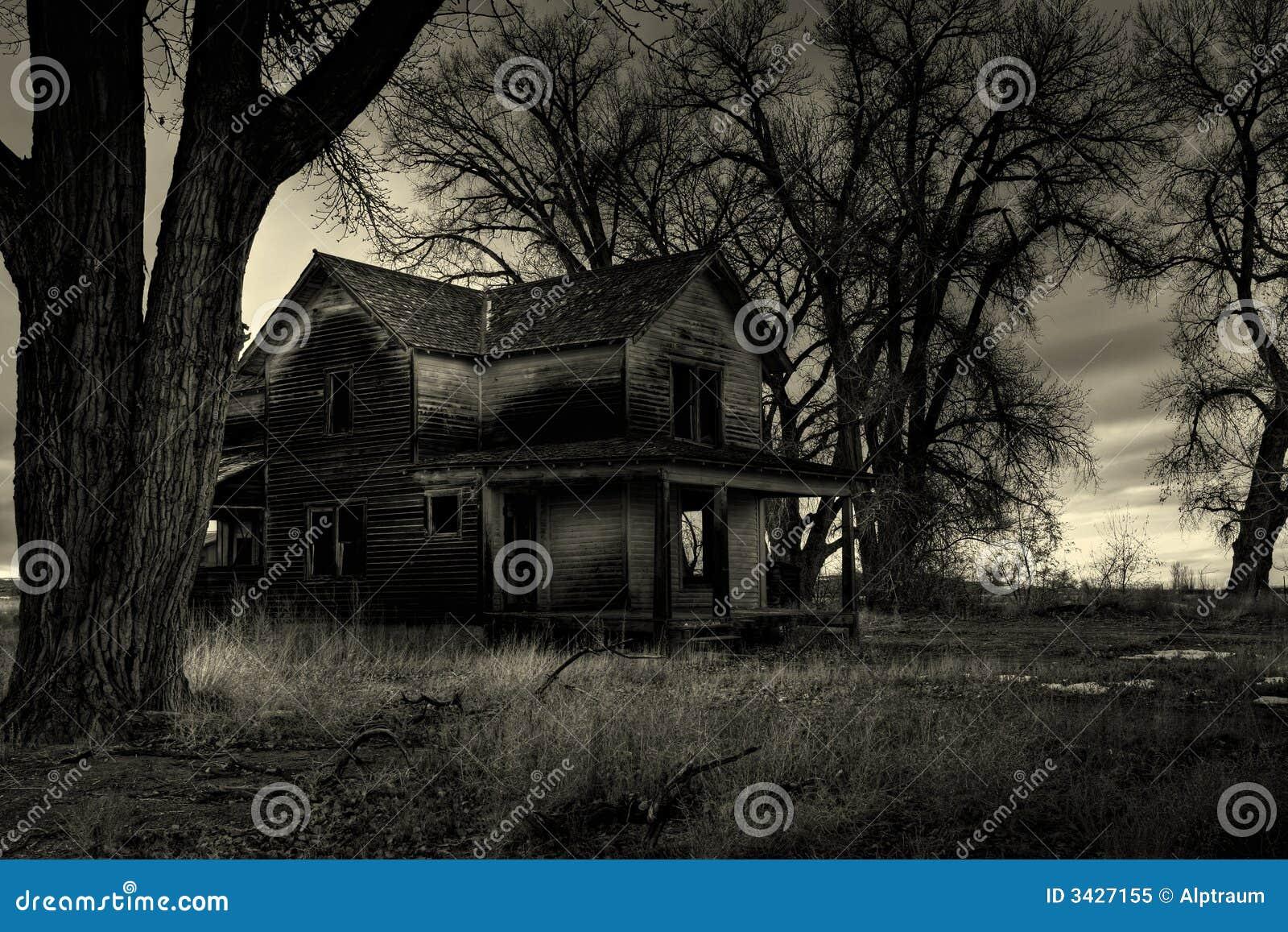 Zwart-wit spookhuis