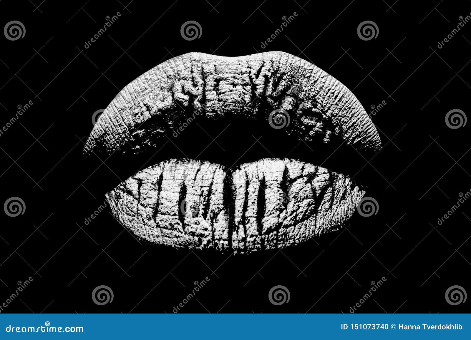 Zwart-witte lippen Sexy vrouwelijke mond Schoonheidspictogram dat op zwarte achtergrond wordt geïsoleerd LIPPENdruk Kus met liefd