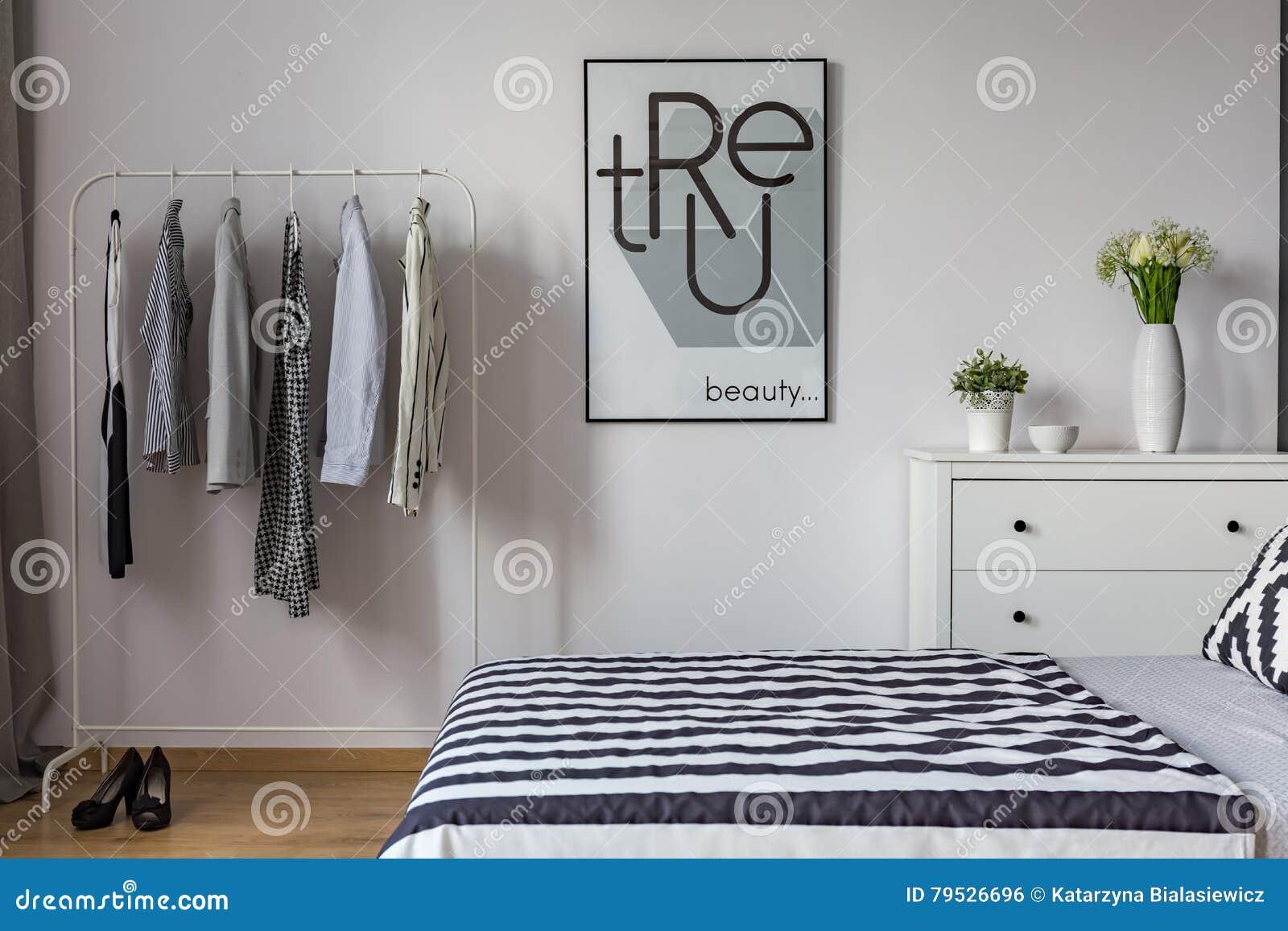 Zwart witte slaapkamer stock foto afbeelding bestaande uit frame