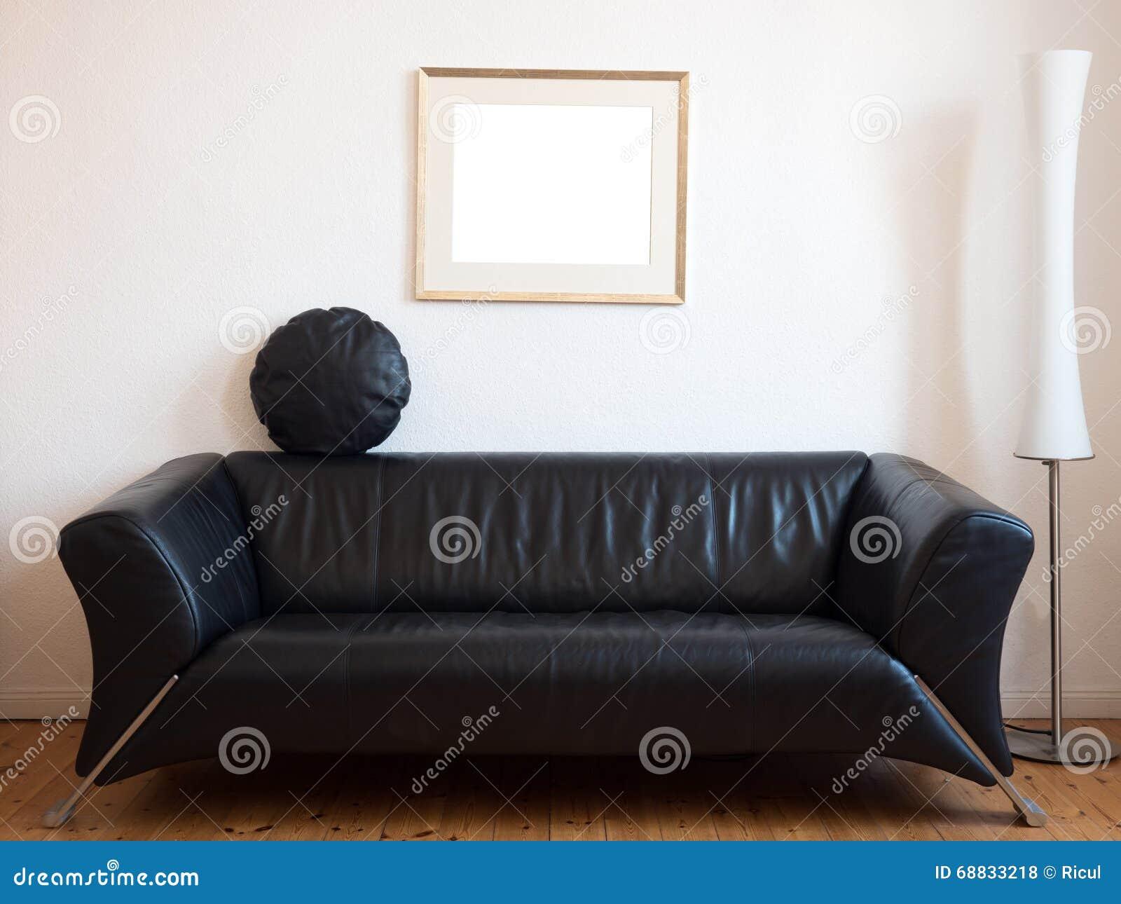 Woonkamer Zwarte Bank : Zwarte bank in de woonkamer stock foto afbeelding bestaande uit