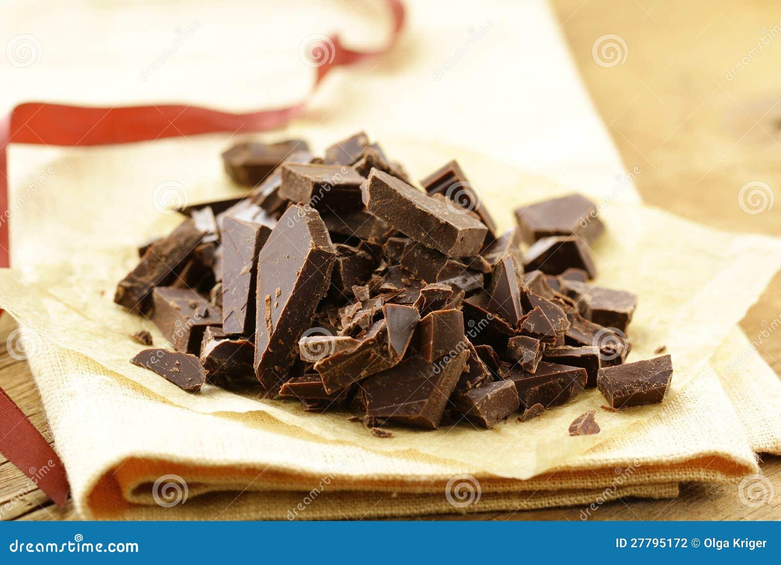 Zwarte donkere gehakte chocolade