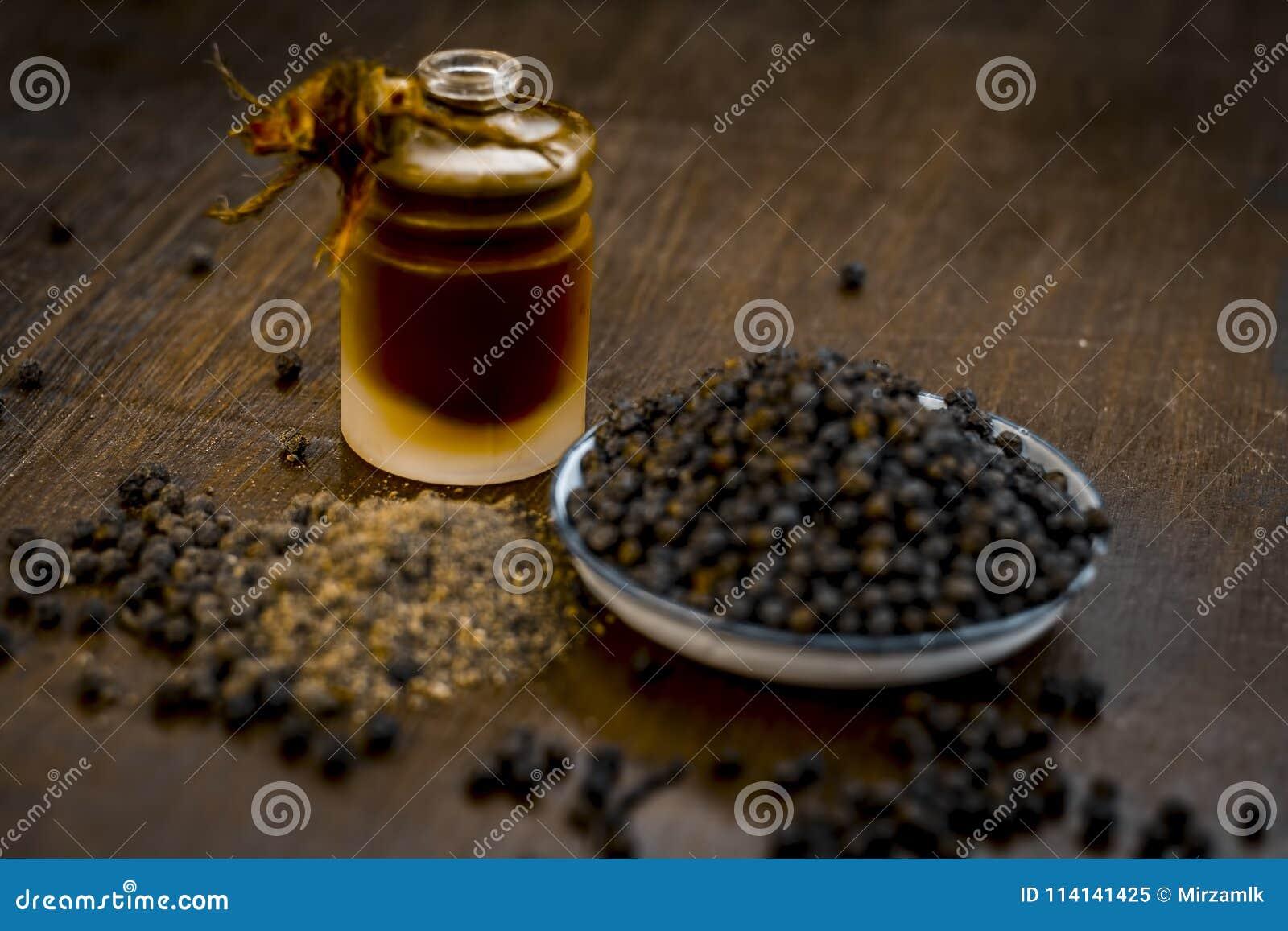 Zwarte peper met zijn olie