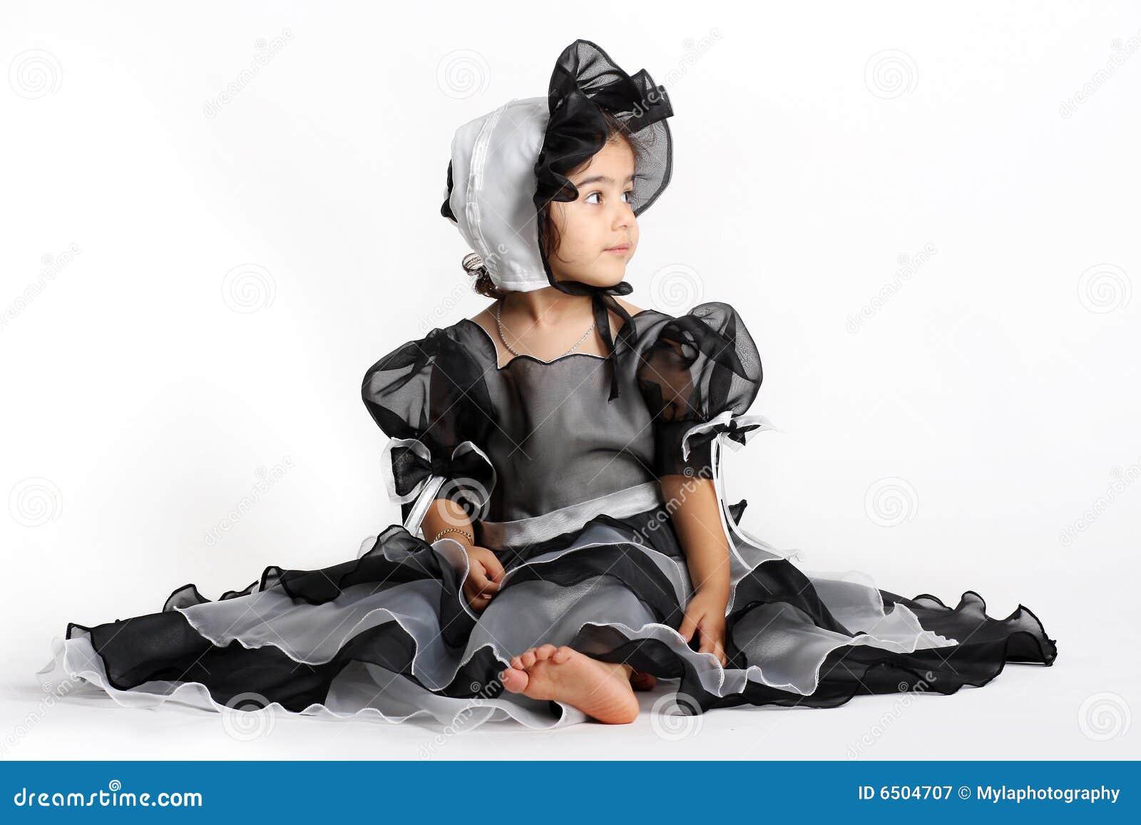 Zwarte prinseskleding en bonnet