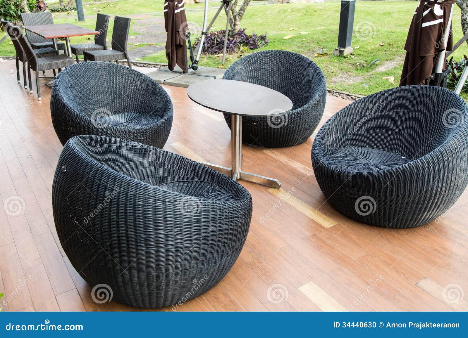 Zwarte Rieten Stoel : Zwarte rieten comfortabele stoel stock foto afbeelding bestaande