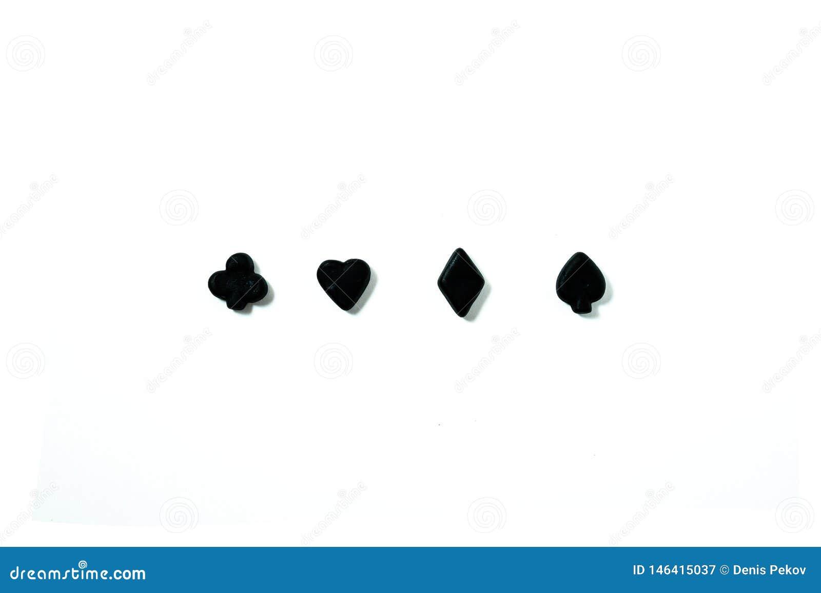 Zwarte speelkaartensymbolen tegen witte achtergrond