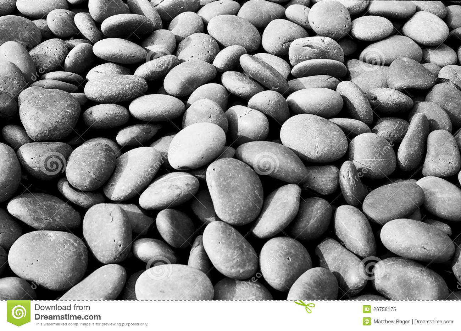 Zwarte stenen in tuin royalty vrije stock foto beeld 26756175 for Tuin decoratie met stenen