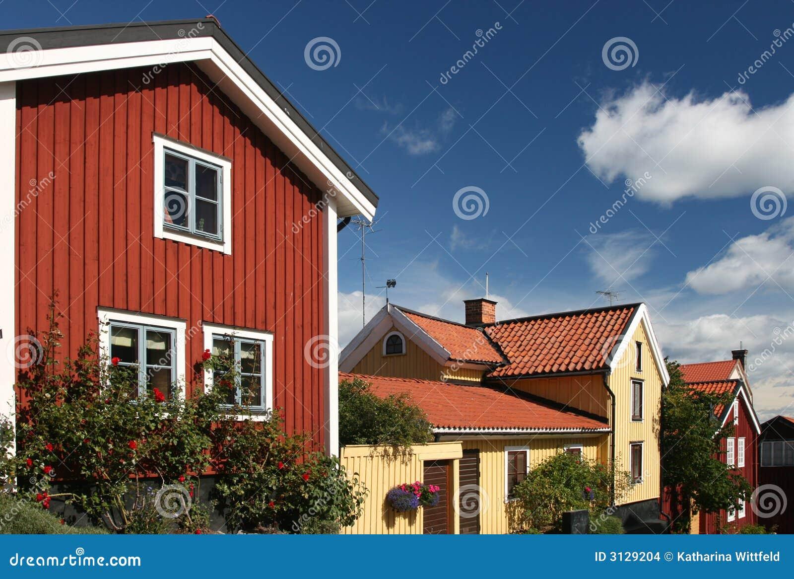 Zweedse huizen met blauwe hemel stock afbeeldingen afbeelding 3129204 - Meer mooie houten huizen ...