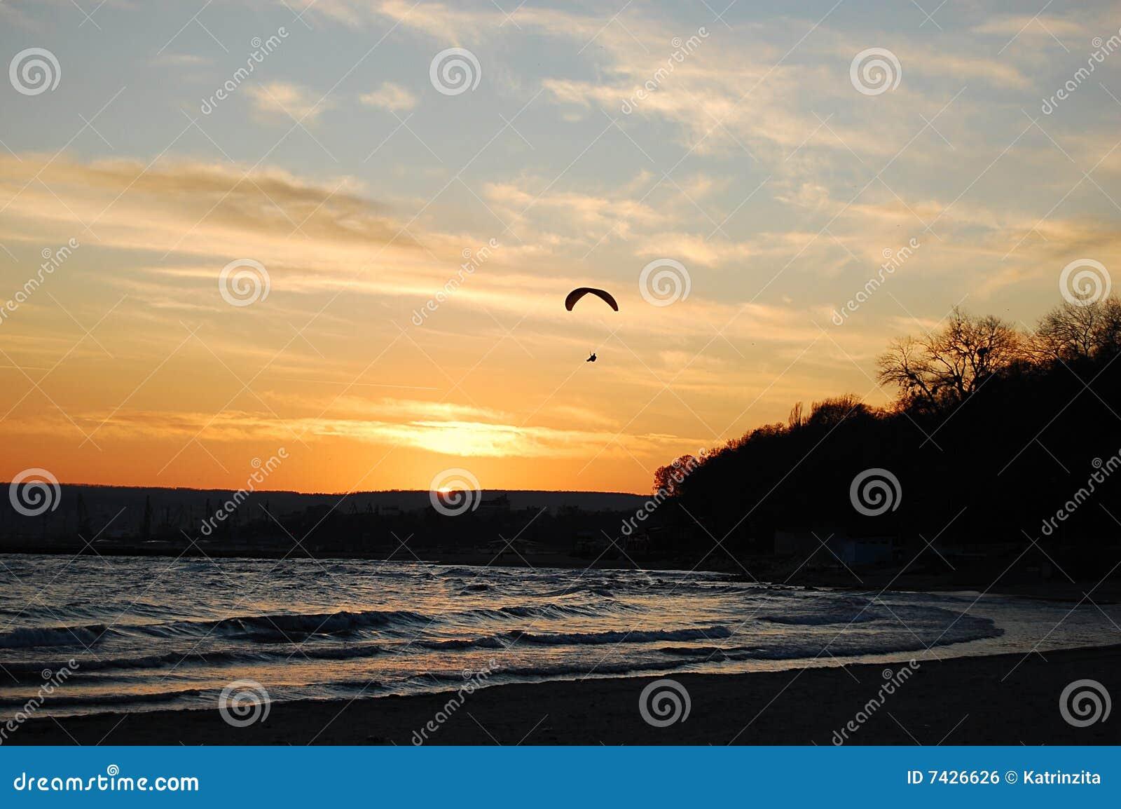 Citaten Over Zonsondergang : Zweefvliegtuig over de zonsondergang stock foto