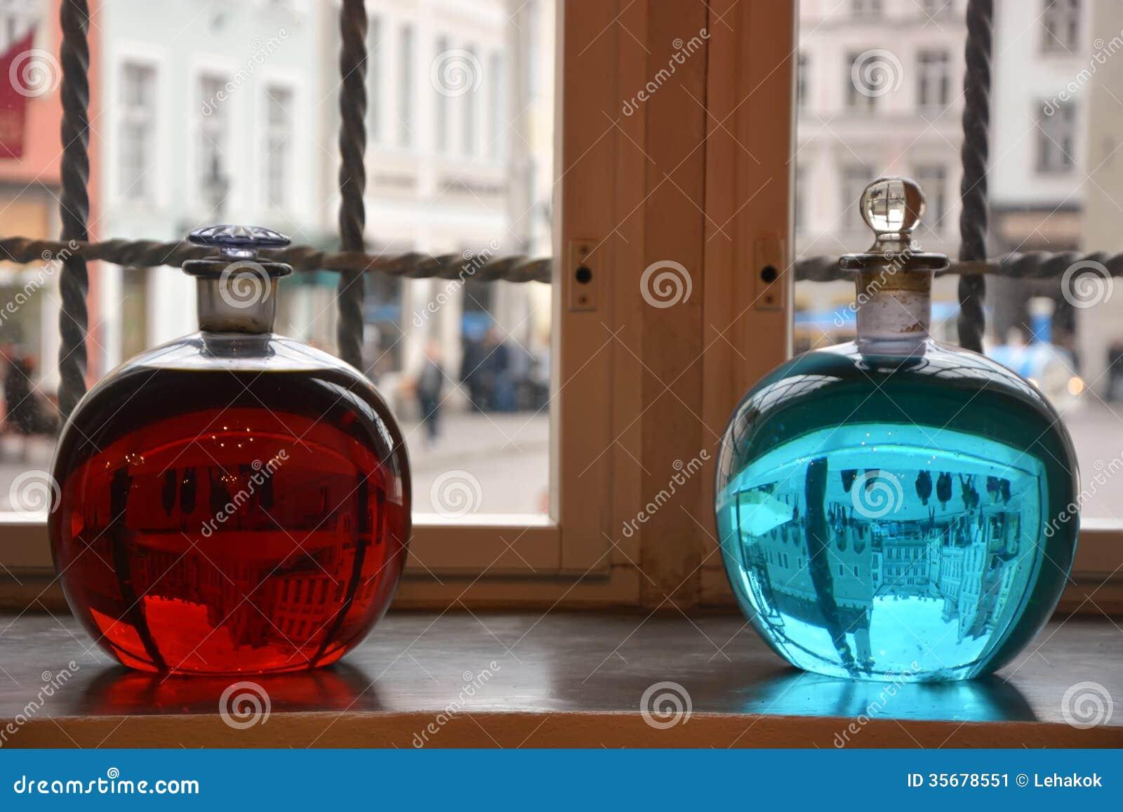 Zwei alchemical Flaschen