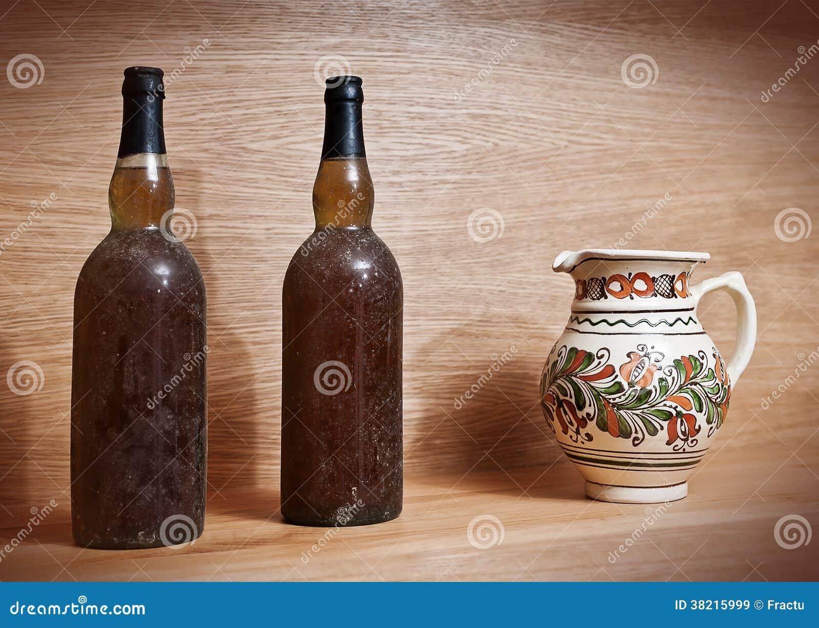 Zwei Alte Weinflaschen Stockbild Bild Von Dekoration 38215999