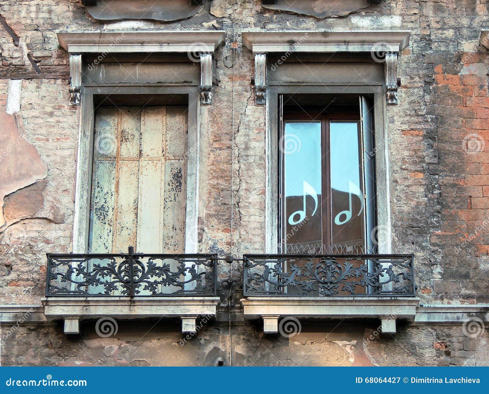 Zwei altes venetianisches Windows
