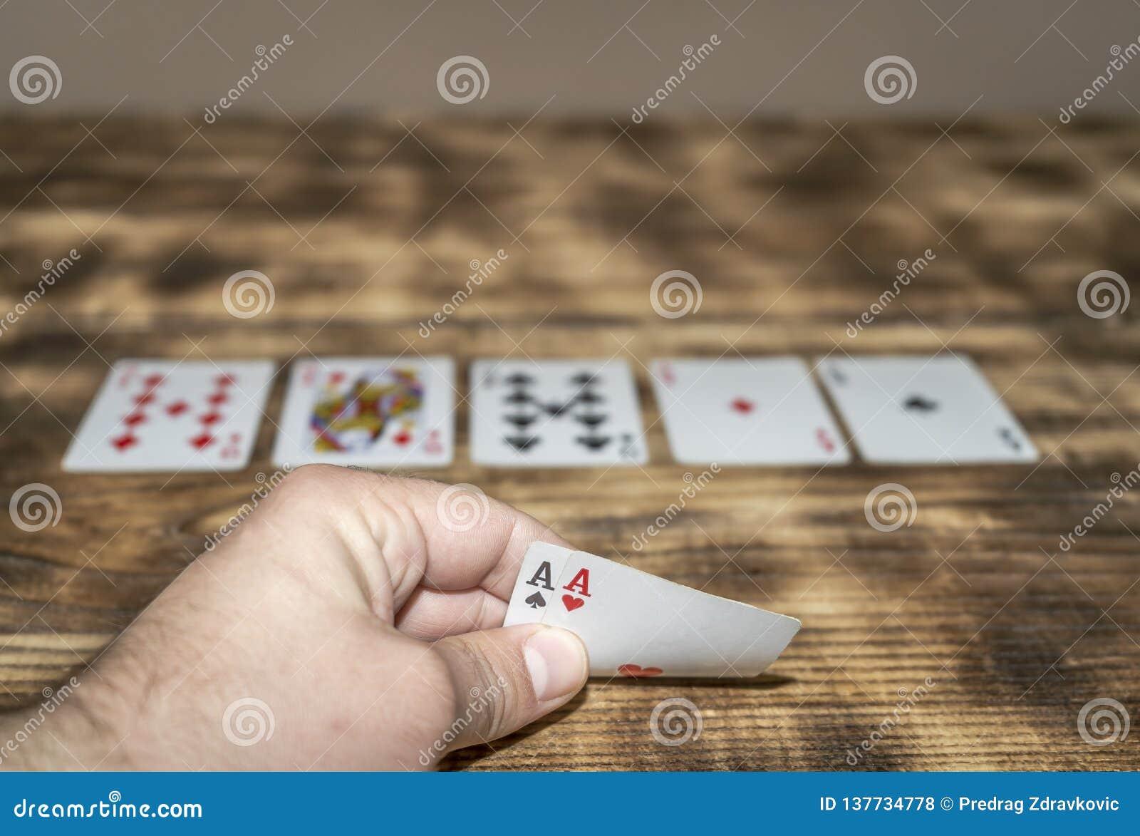 Zwei Asse in den Spielkarten