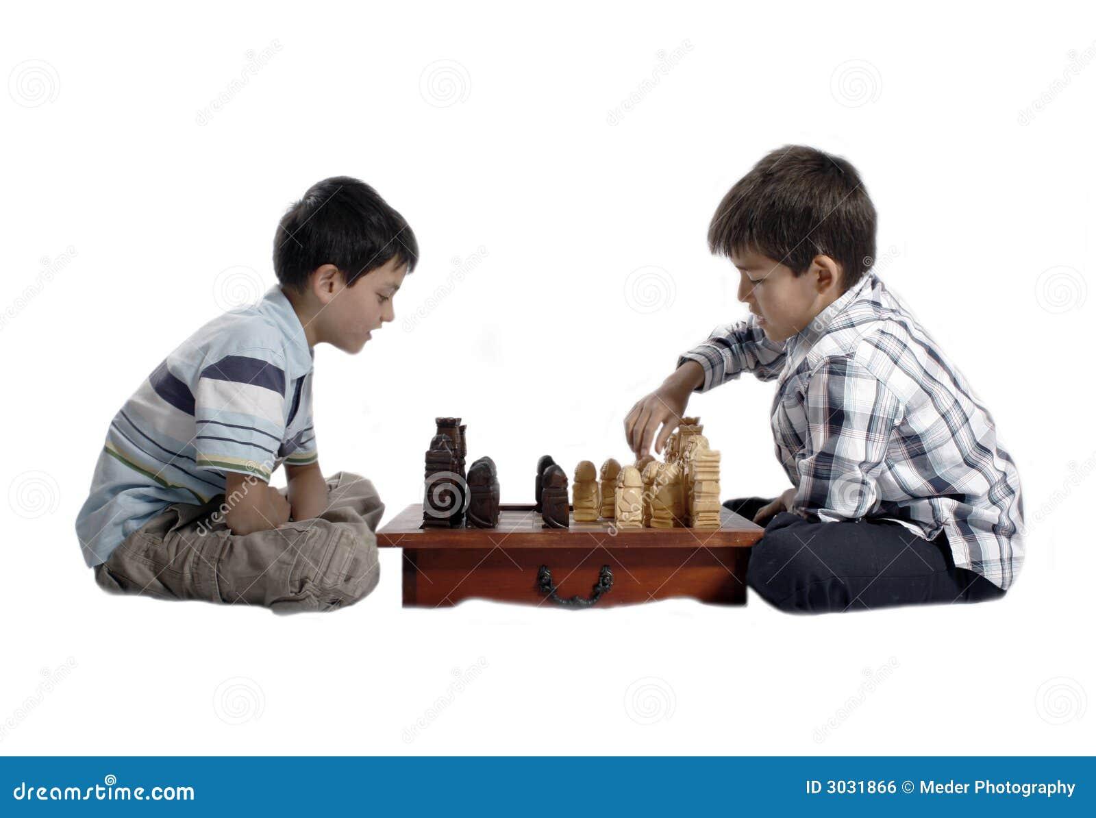 Zwei Brüder, die Schach spielen