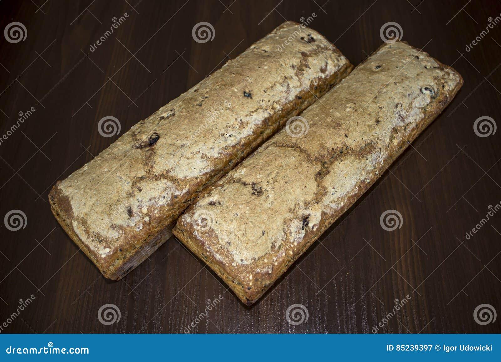Zwei Brotlaibe zu Hause gebacken Polnische Küche
