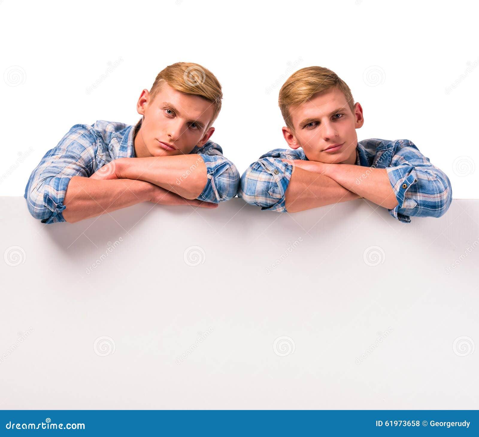 Zwei Doppeljungen