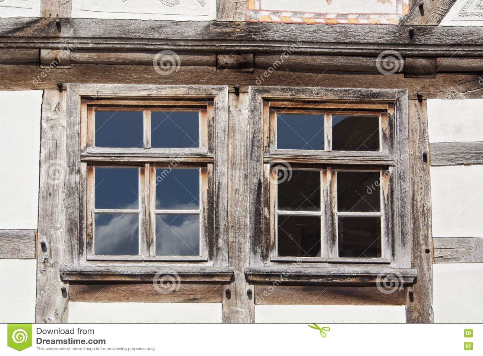 zwei fenster in einem fachwerk haus stockbild bild von frontseite zwei 70381311. Black Bedroom Furniture Sets. Home Design Ideas