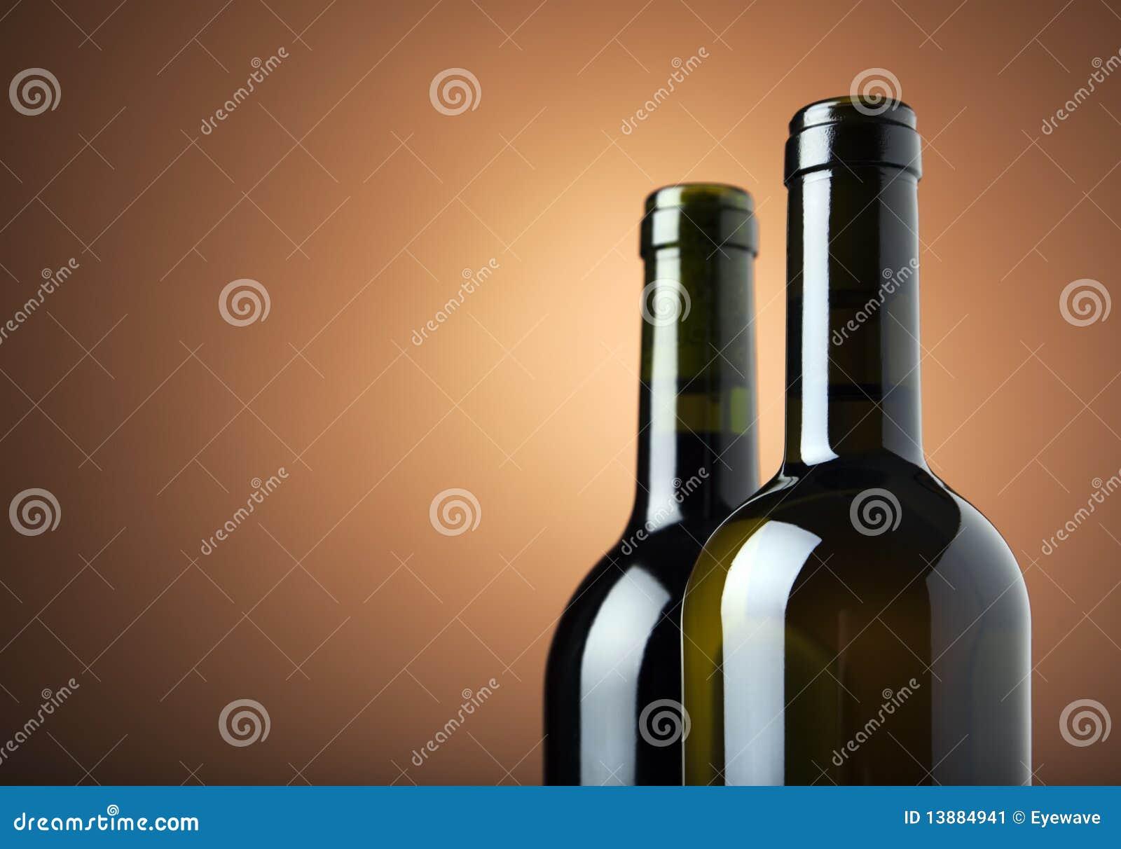 Zwei Flaschen Wein mit Exemplarplatz