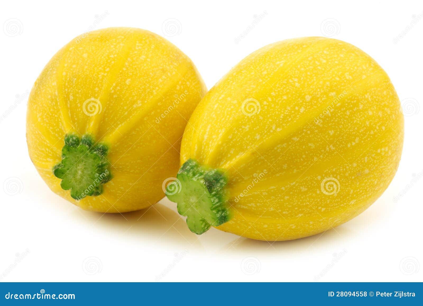 zwei gelber runder zucchini cucurbita pepo lizenzfreie stockfotos bild 28094558. Black Bedroom Furniture Sets. Home Design Ideas