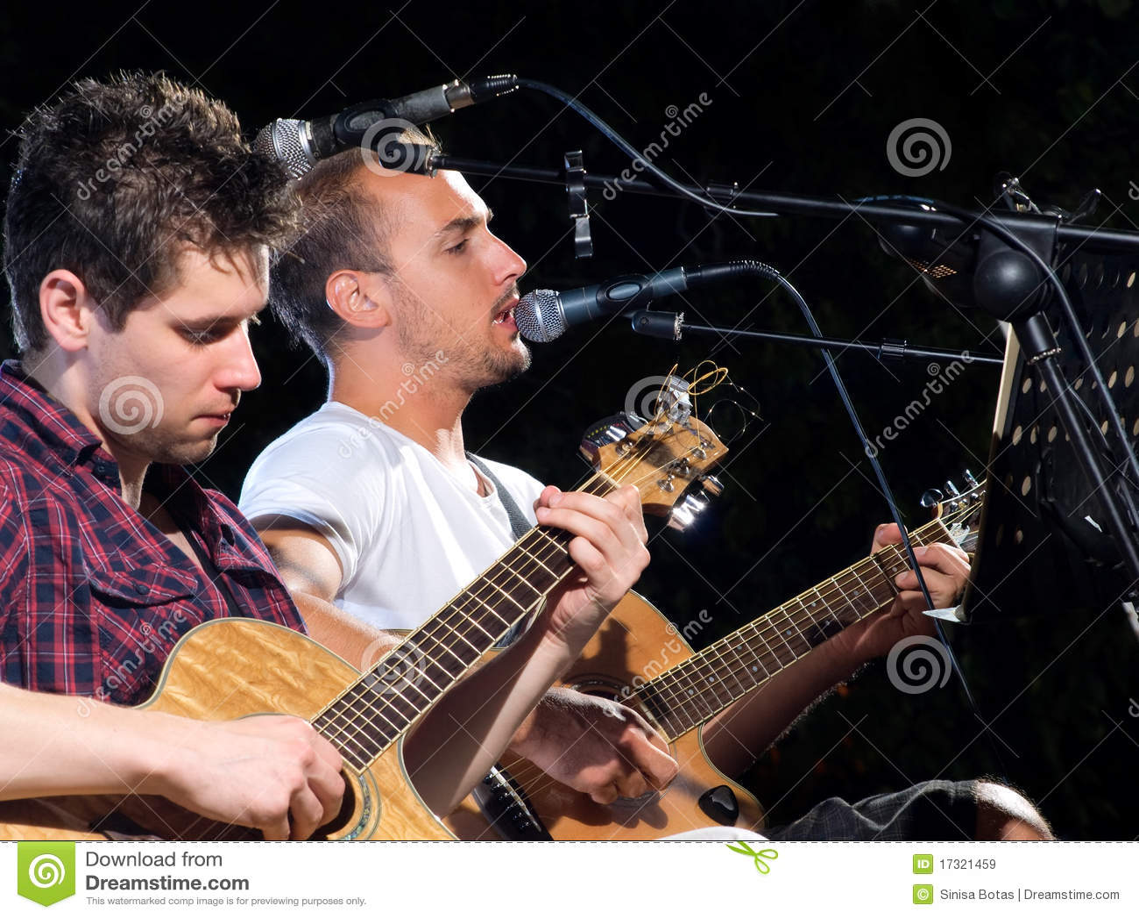 Zwei Gitarrenspieler