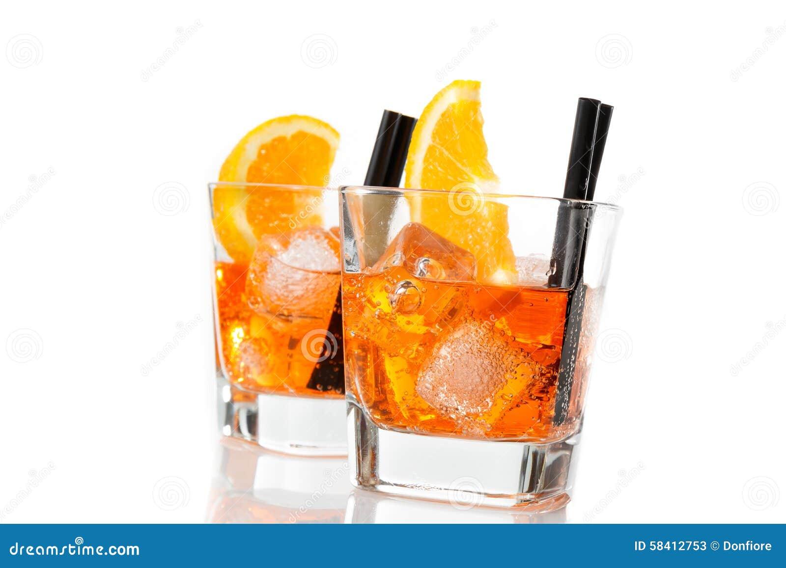 Zwei Gläser Von Spritz Aperitif Aperol Cocktail Mit Orange Scheiben ...