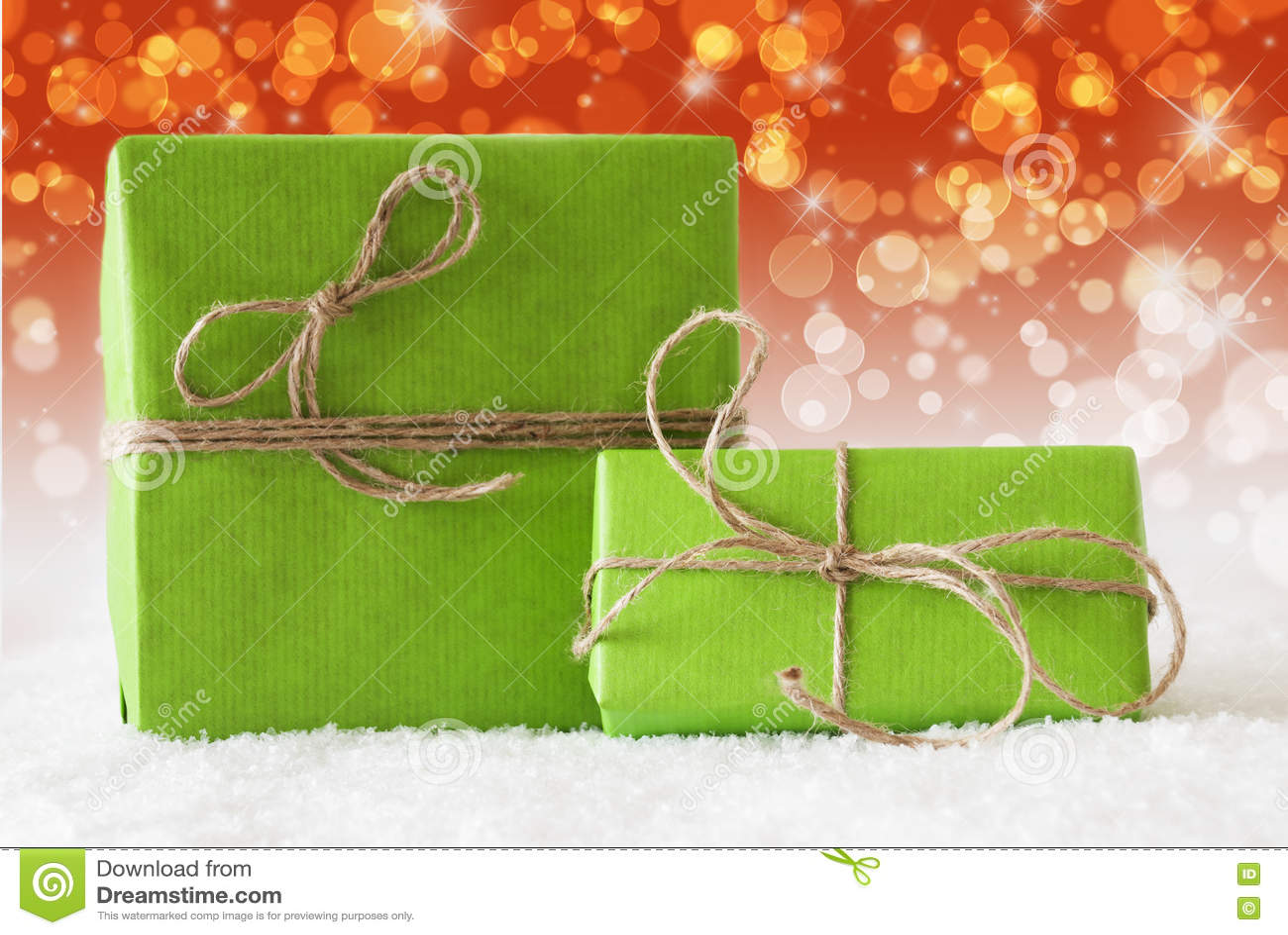 Zwei Grüne Geschenke Auf Schnee, Ergänzender Roter Bokeh Effekt