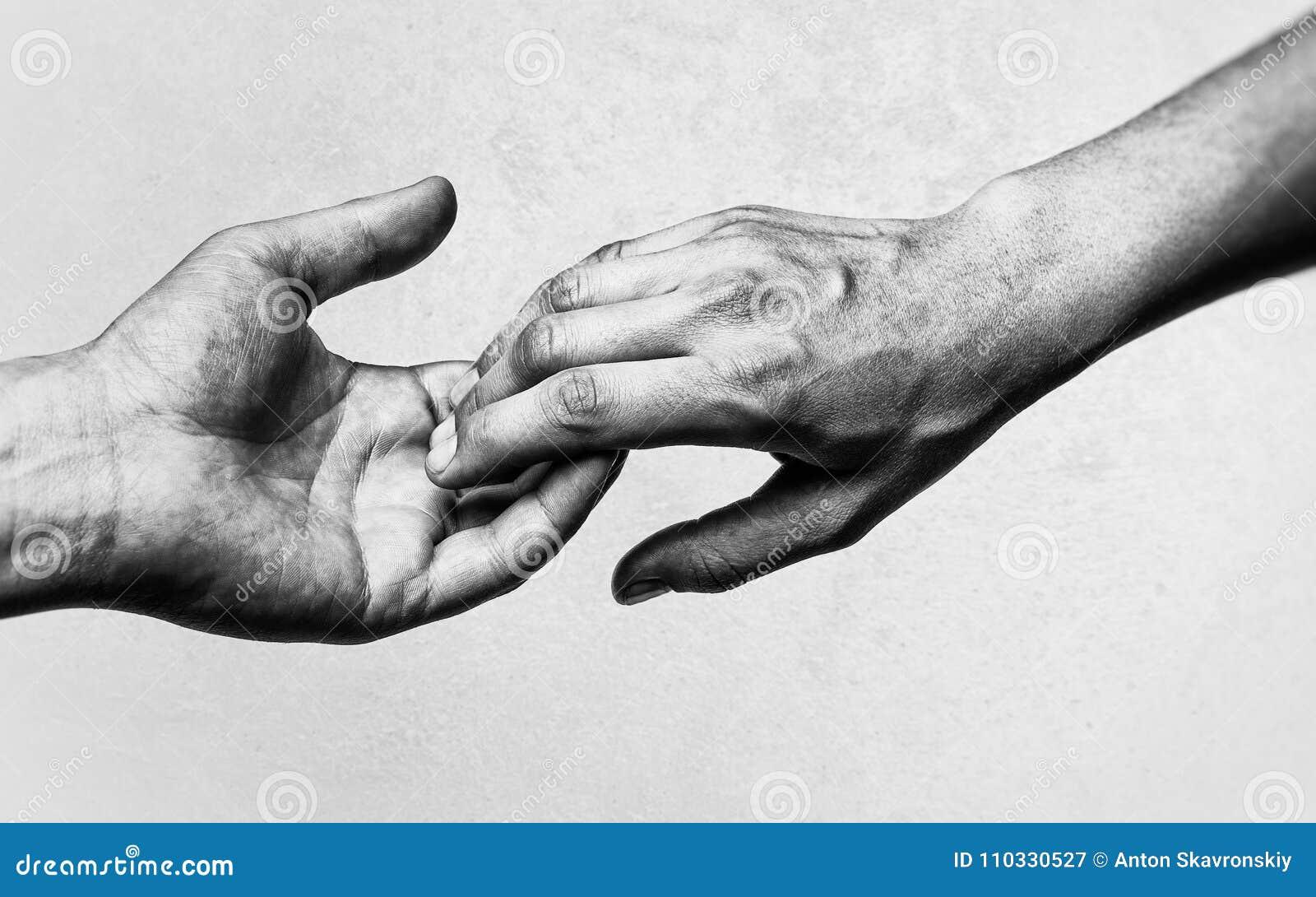 Zwei Hände zum Zeitpunkt des Abschieds