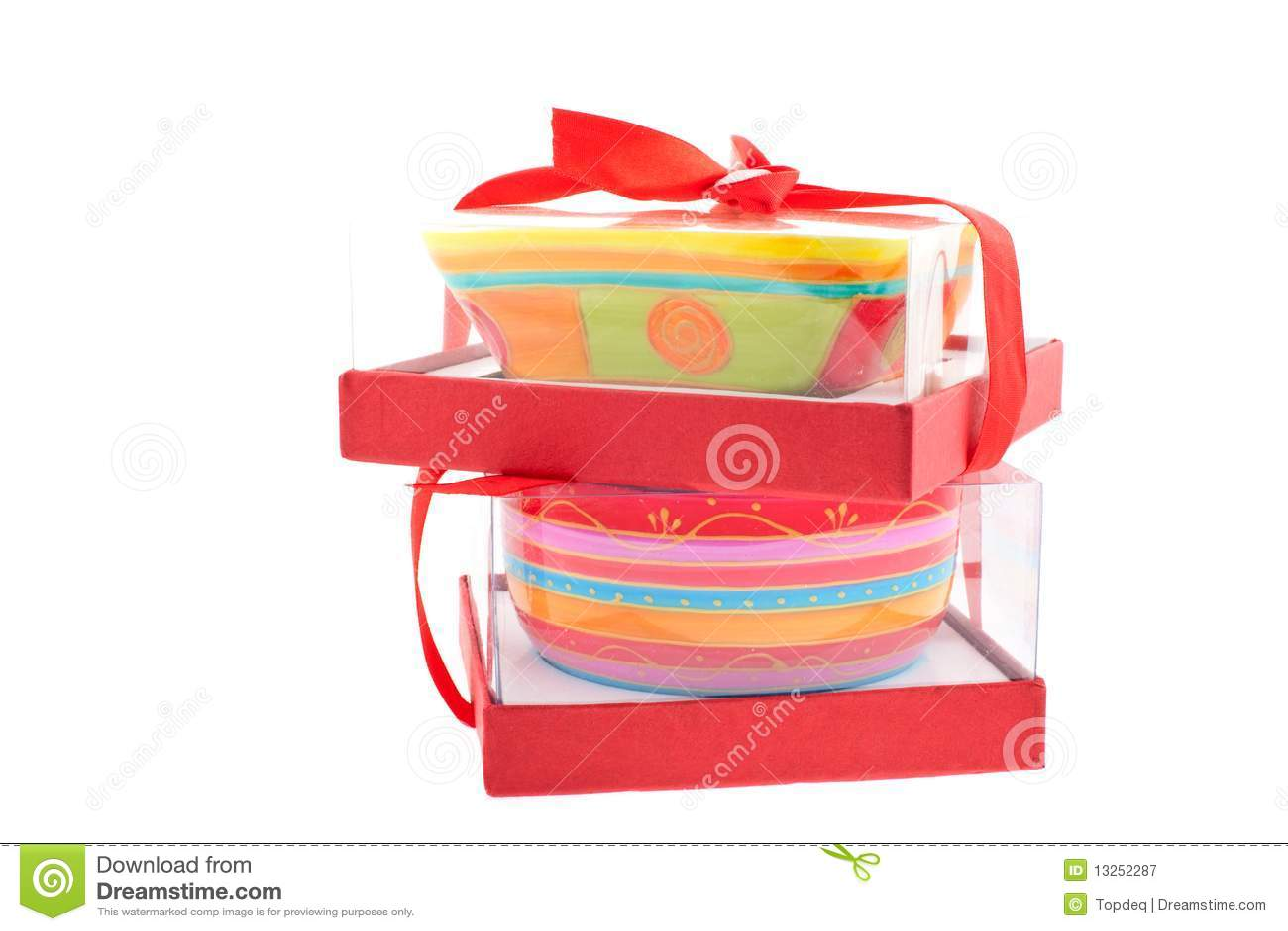 Zwei Helle Farbige Teller In Den Kasten Stockbild Bild Von Grun