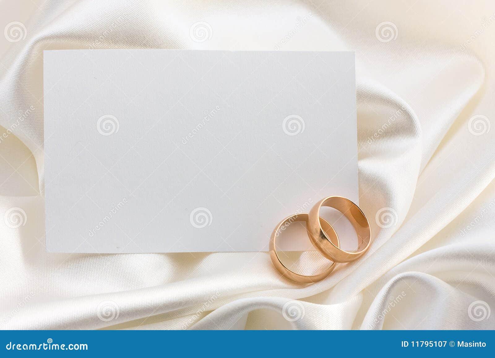 Zwei Hochzeitsringe und -karte