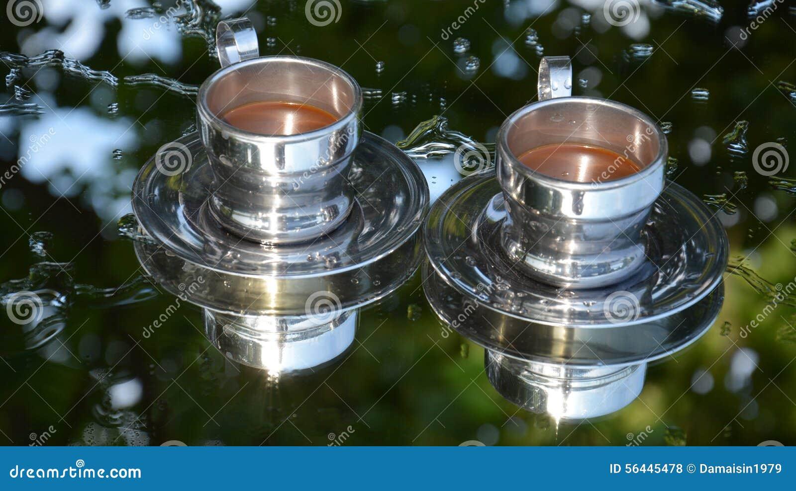 zwei kaffeetasse spiegel bild stockfoto bild 56445478. Black Bedroom Furniture Sets. Home Design Ideas