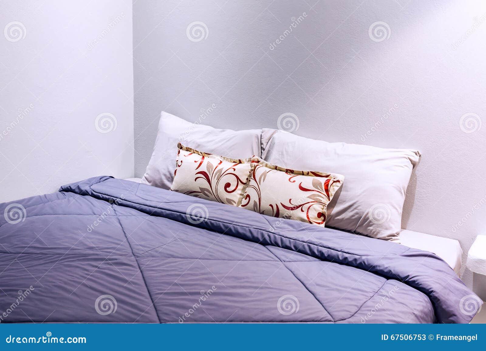 decke schlafzimmer schlafzimmer kommode antik set istikbal bettdecken schutz inkontinenz. Black Bedroom Furniture Sets. Home Design Ideas