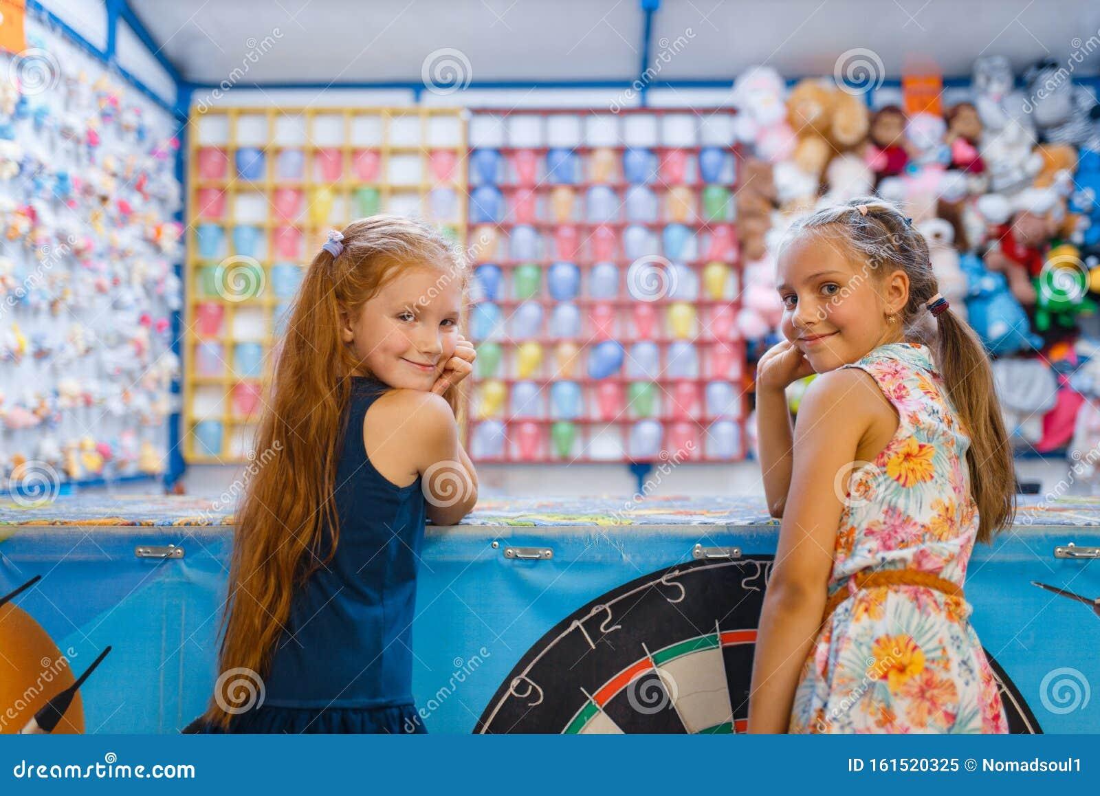 Zwei Freundinnen Spielen Im Bad