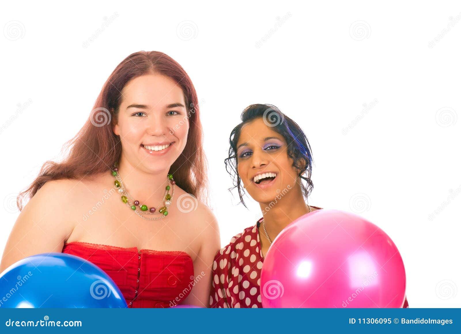 Zwei Mädchen mit baloons