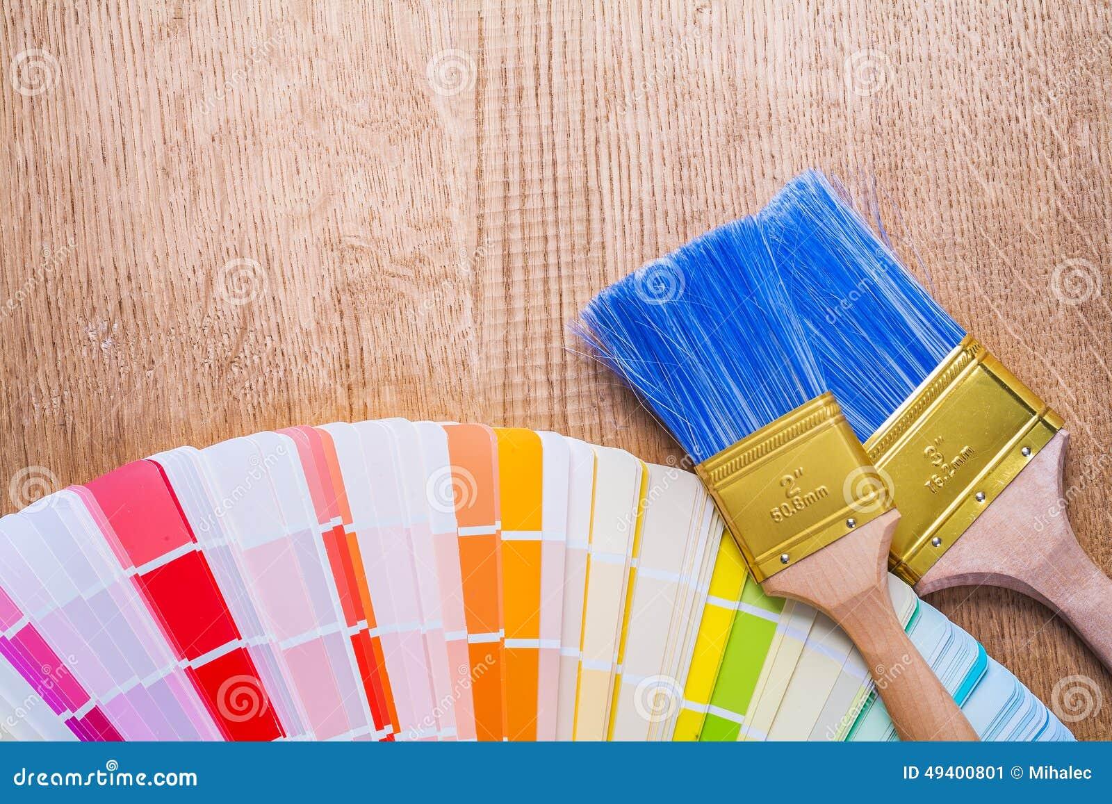 Download Zwei Malerpinsel Auf Farbpalette Und Hölzernem Brett Stockbild - Bild von dekoration, griff: 49400801
