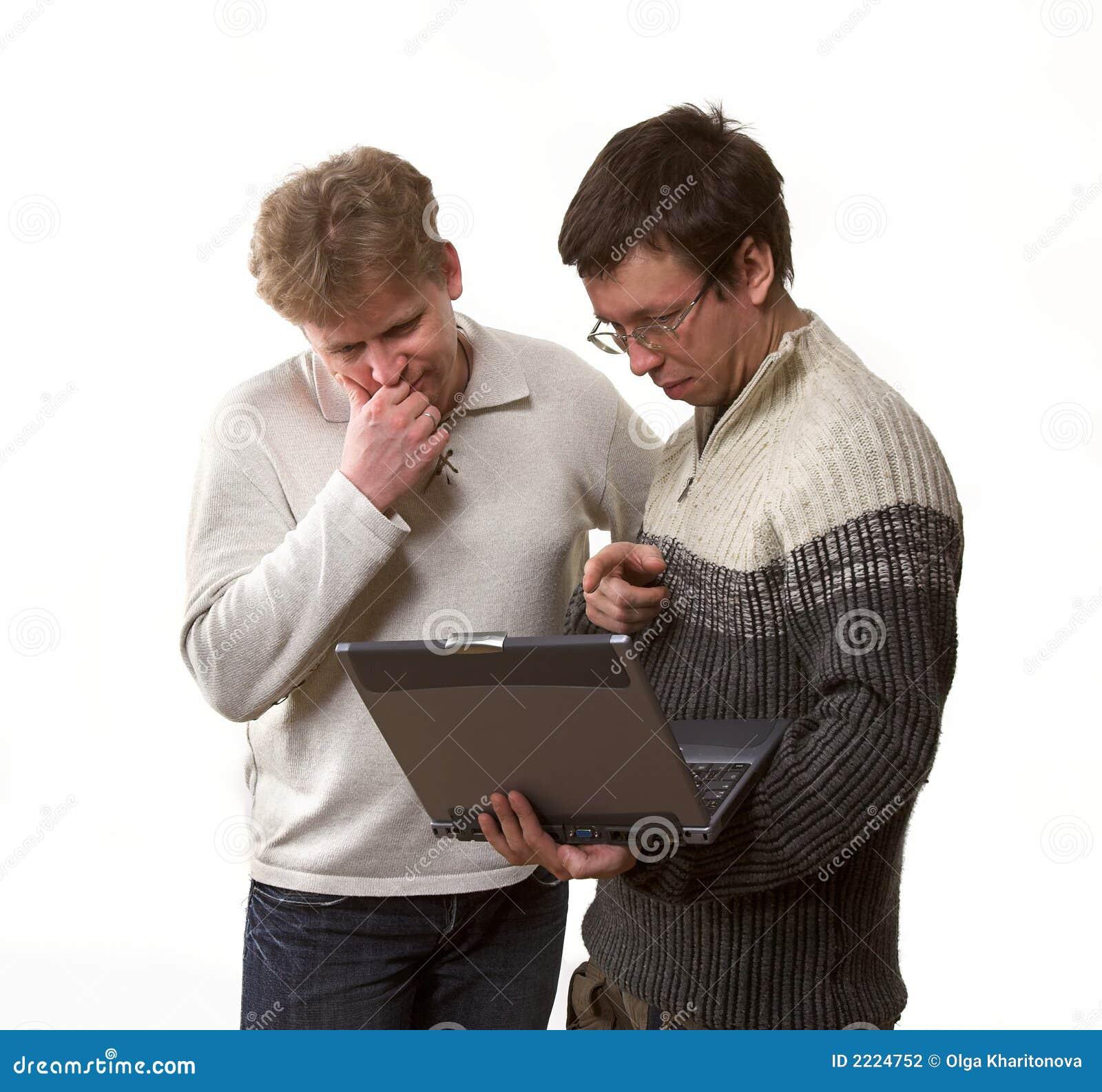Zwei mit Laptop-Computer